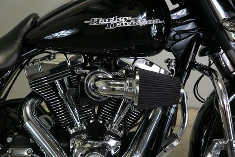 2011 Harley-Davidson Street Glide® in Sacramento, California - Photo 10