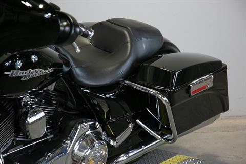 2011 Harley-Davidson Street Glide® in Sacramento, California - Photo 17