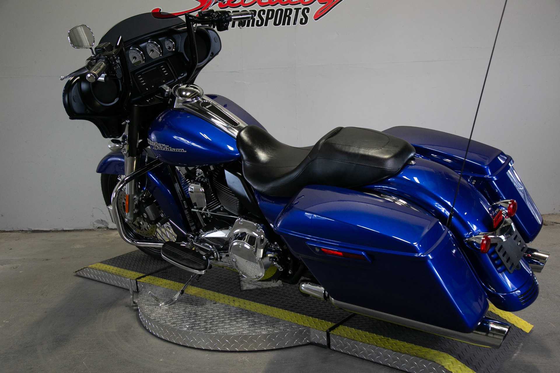 2015 Harley-Davidson Street Glide® in Sacramento, California - Photo 3