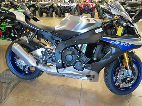 2017 Yamaha YZF-R1M in Romney, West Virginia