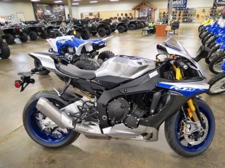 2017 Yamaha YZF-R1M in Romney, West Virginia