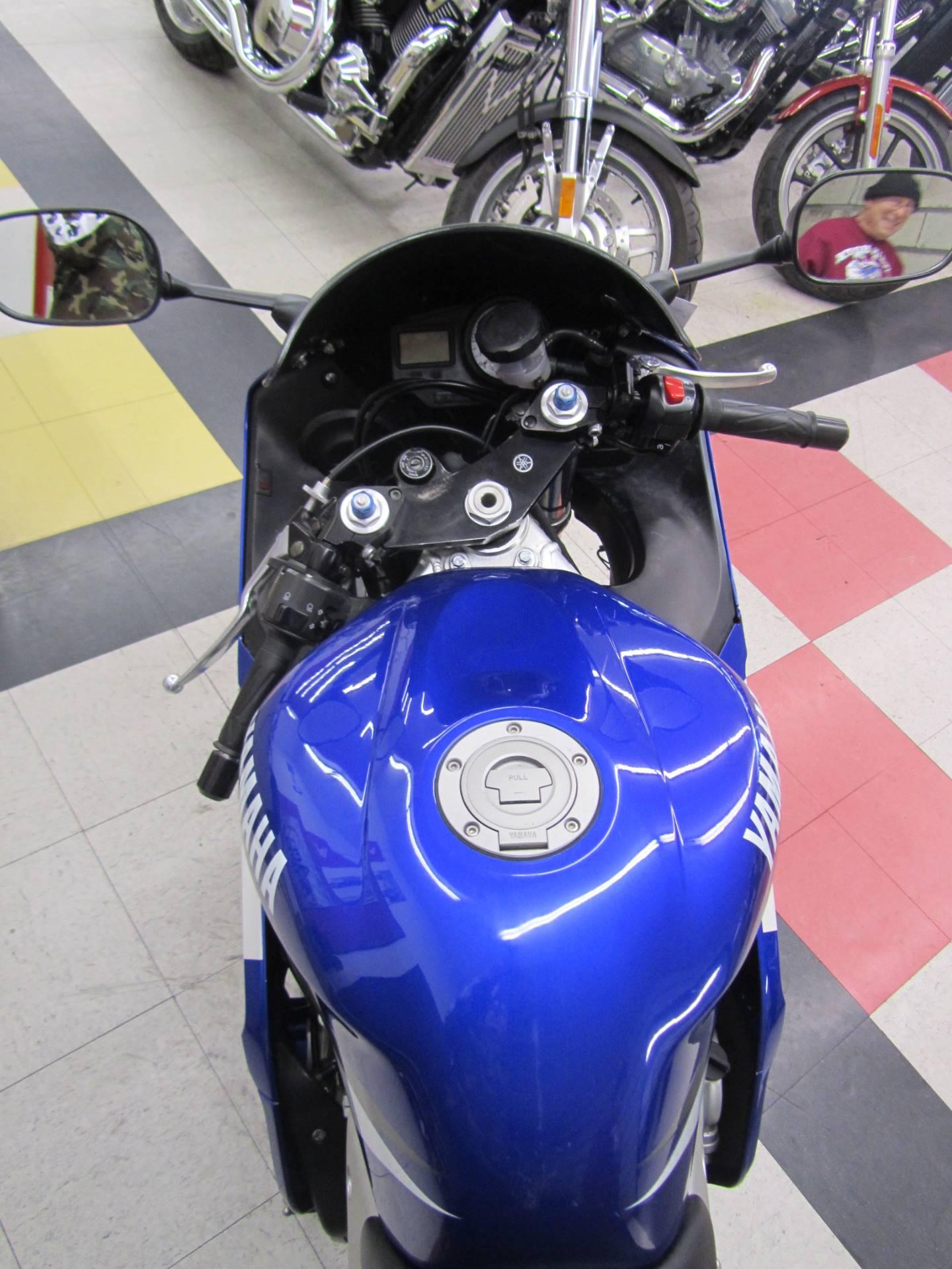 2002 Yamaha YZFR6 10