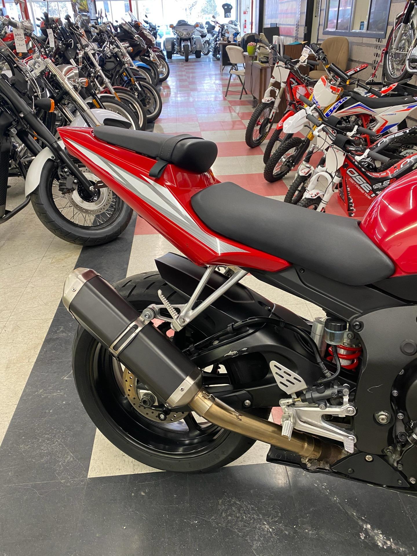 2005 Yamaha YZF-R6 3