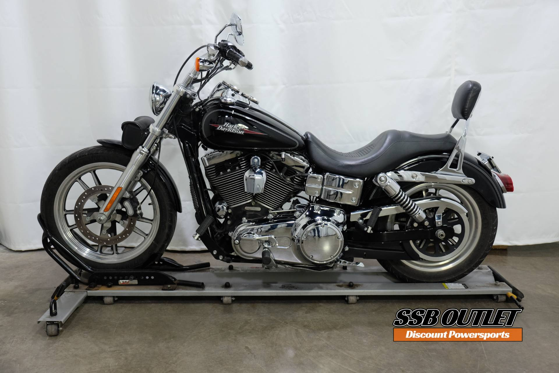 2009 Harley-Davidson Dyna® Low Rider® in Eden Prairie, Minnesota - Photo 4