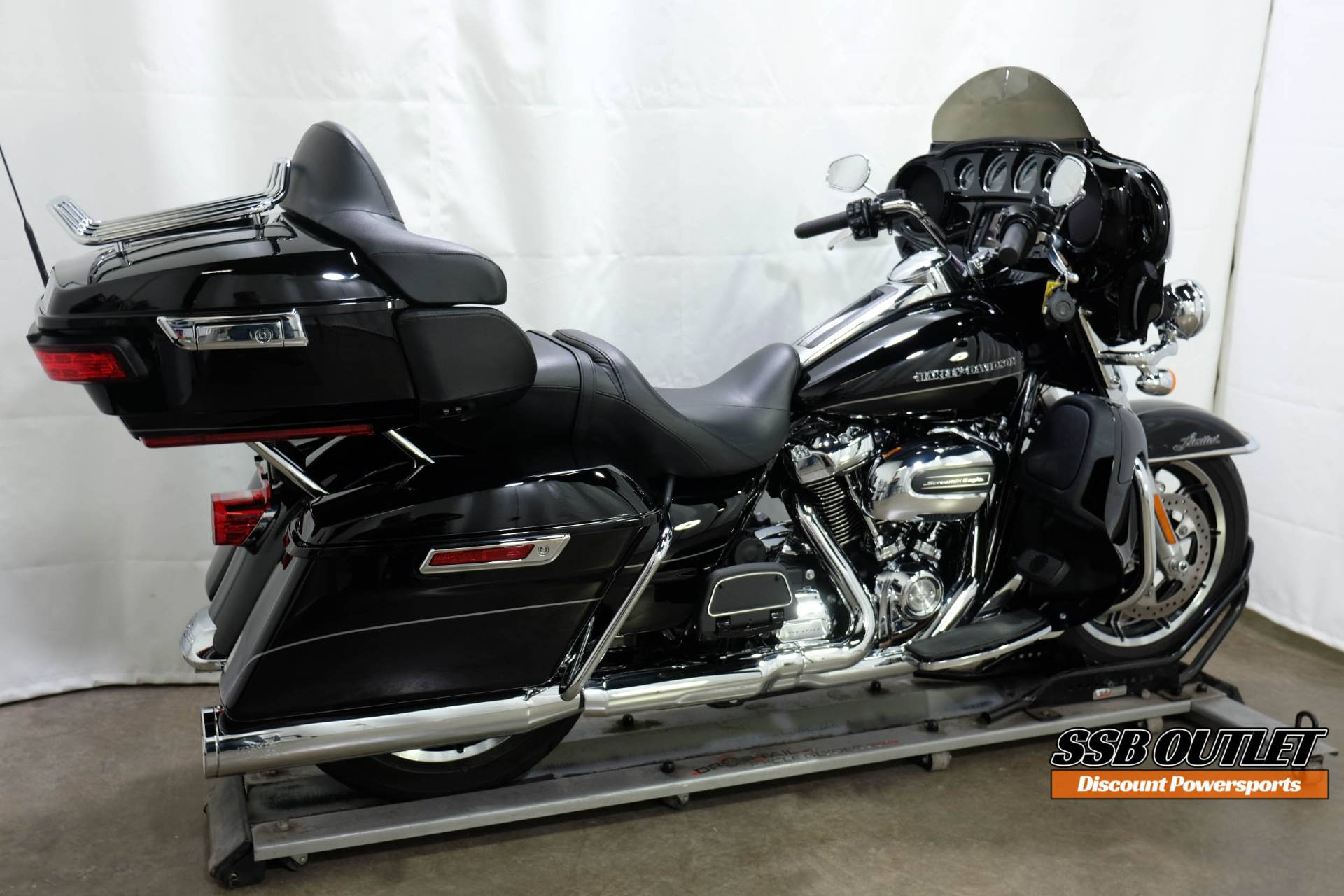 2017 Harley-Davidson Ultra Limited in Eden Prairie, Minnesota - Photo 6