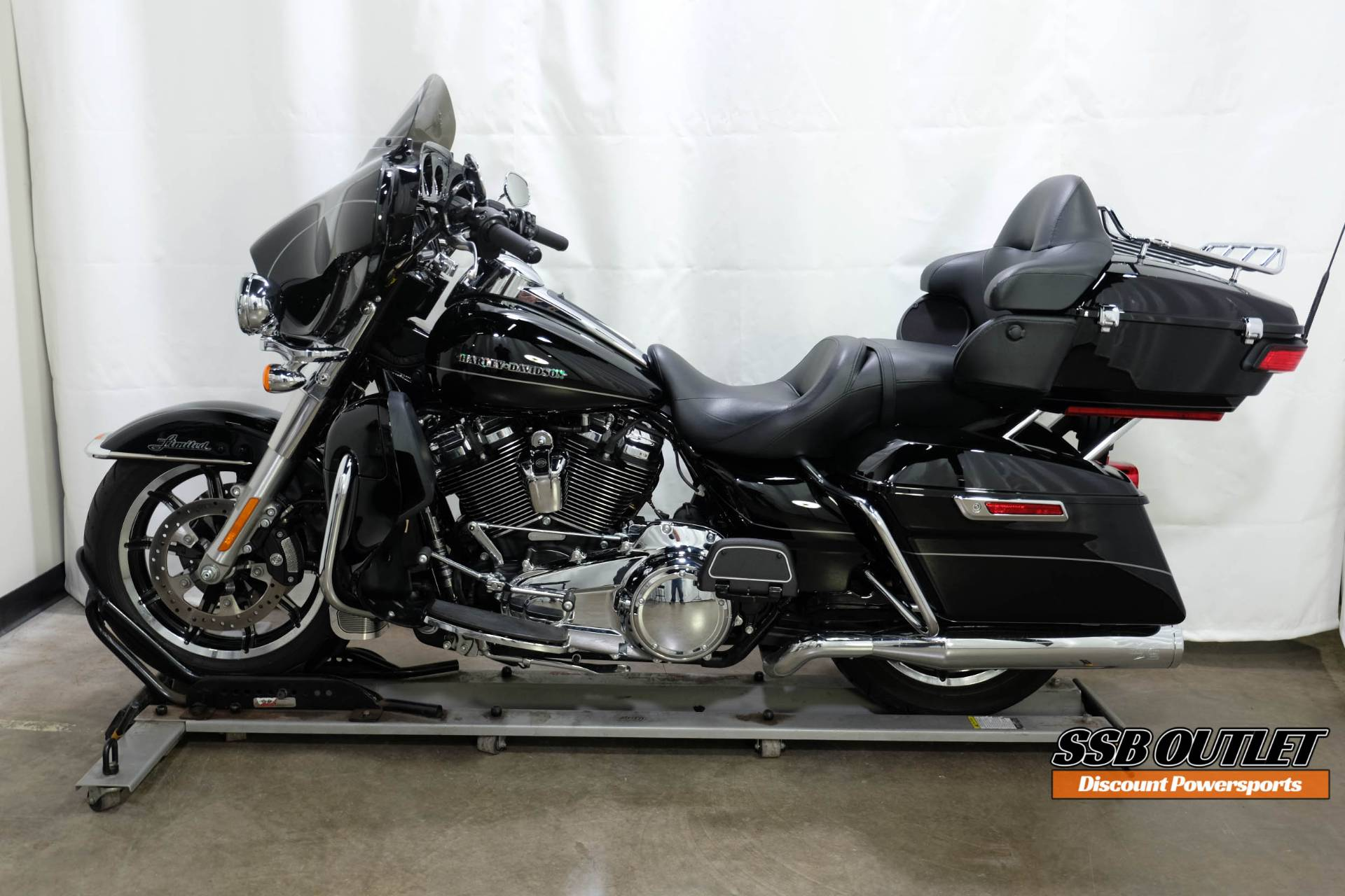 2017 Harley-Davidson Ultra Limited in Eden Prairie, Minnesota - Photo 4