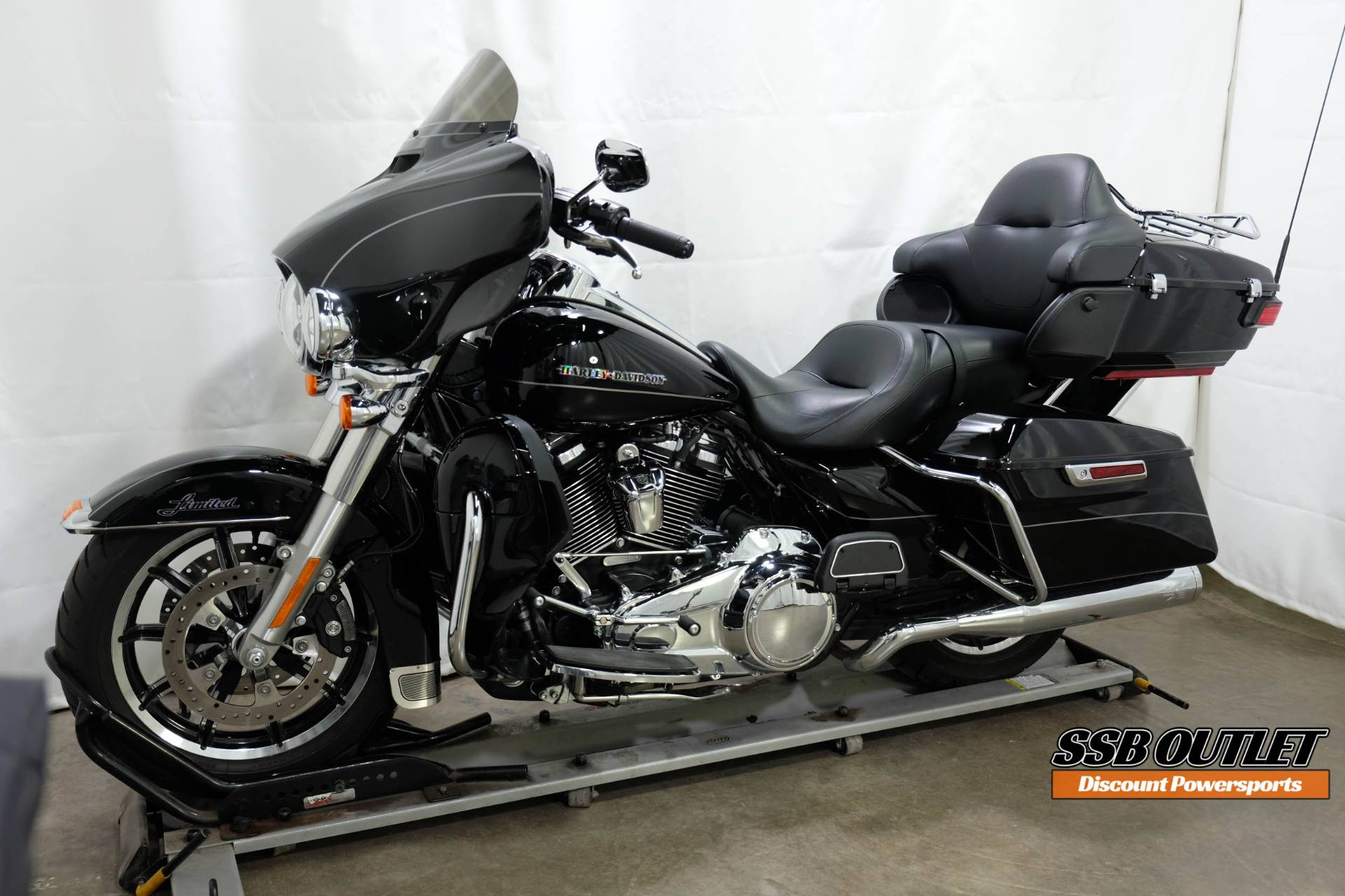 2017 Harley-Davidson Ultra Limited in Eden Prairie, Minnesota - Photo 3