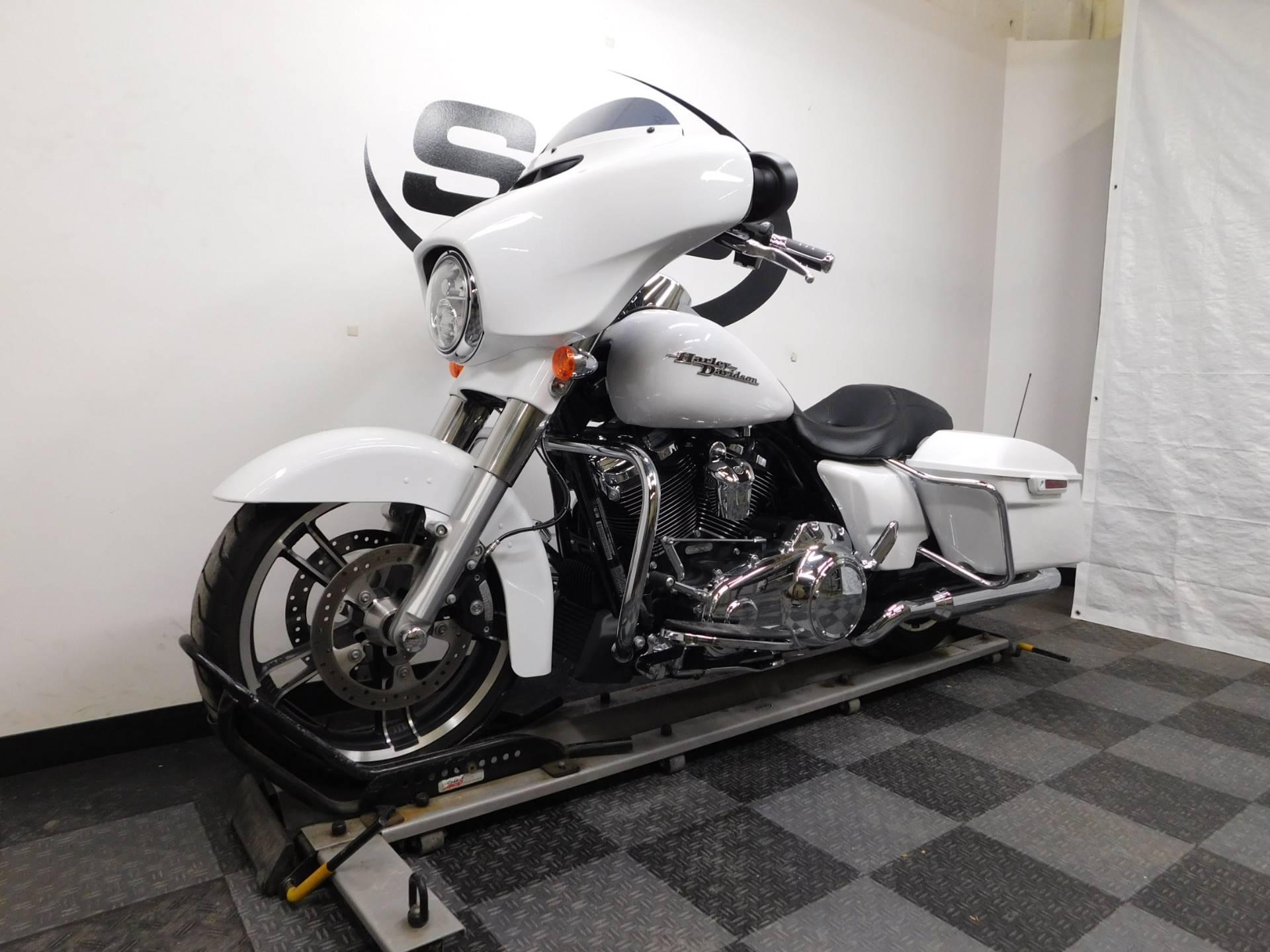 2017 Harley-Davidson Street Glide Special 4