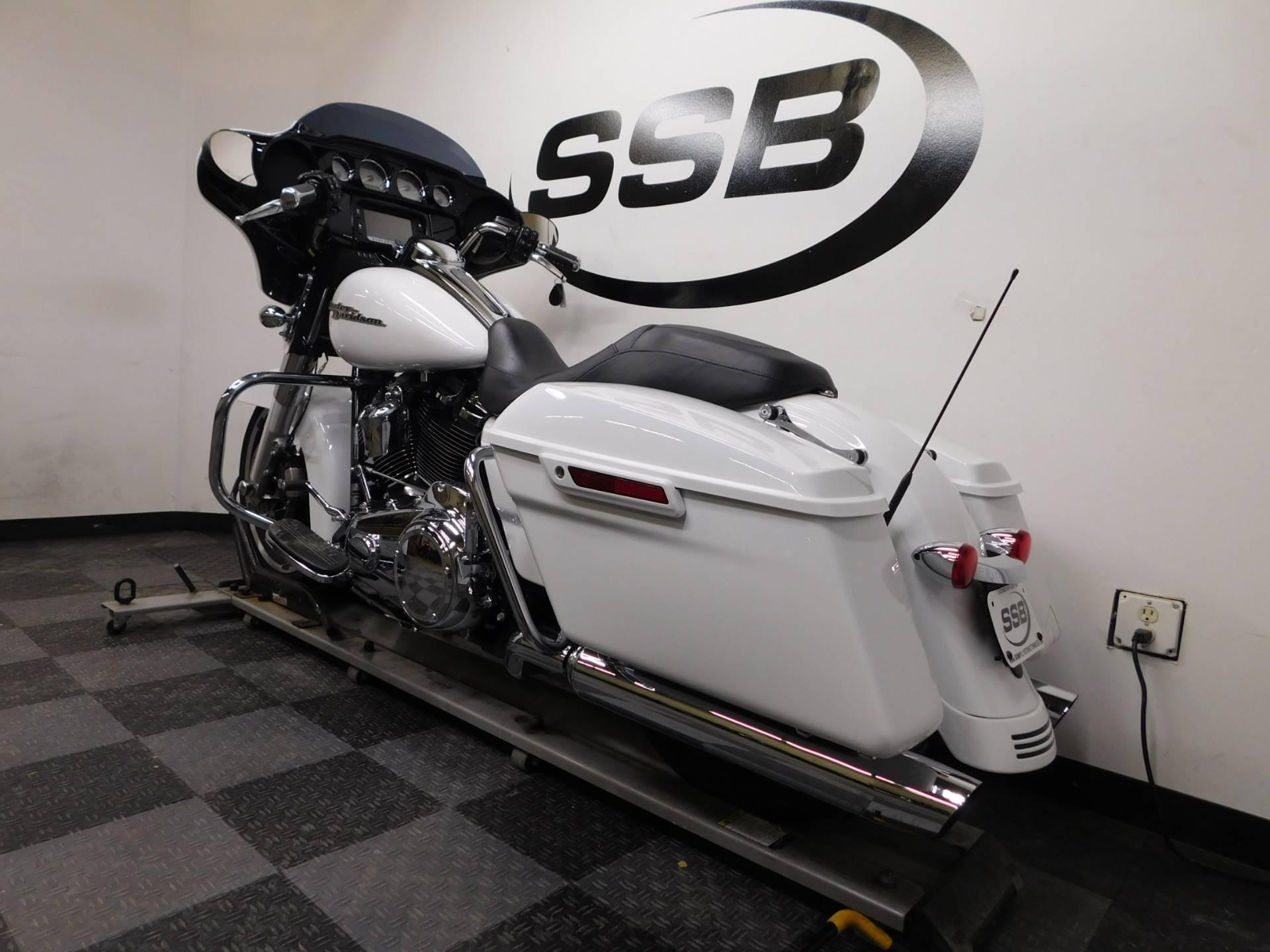 2017 Harley-Davidson Street Glide Special 6