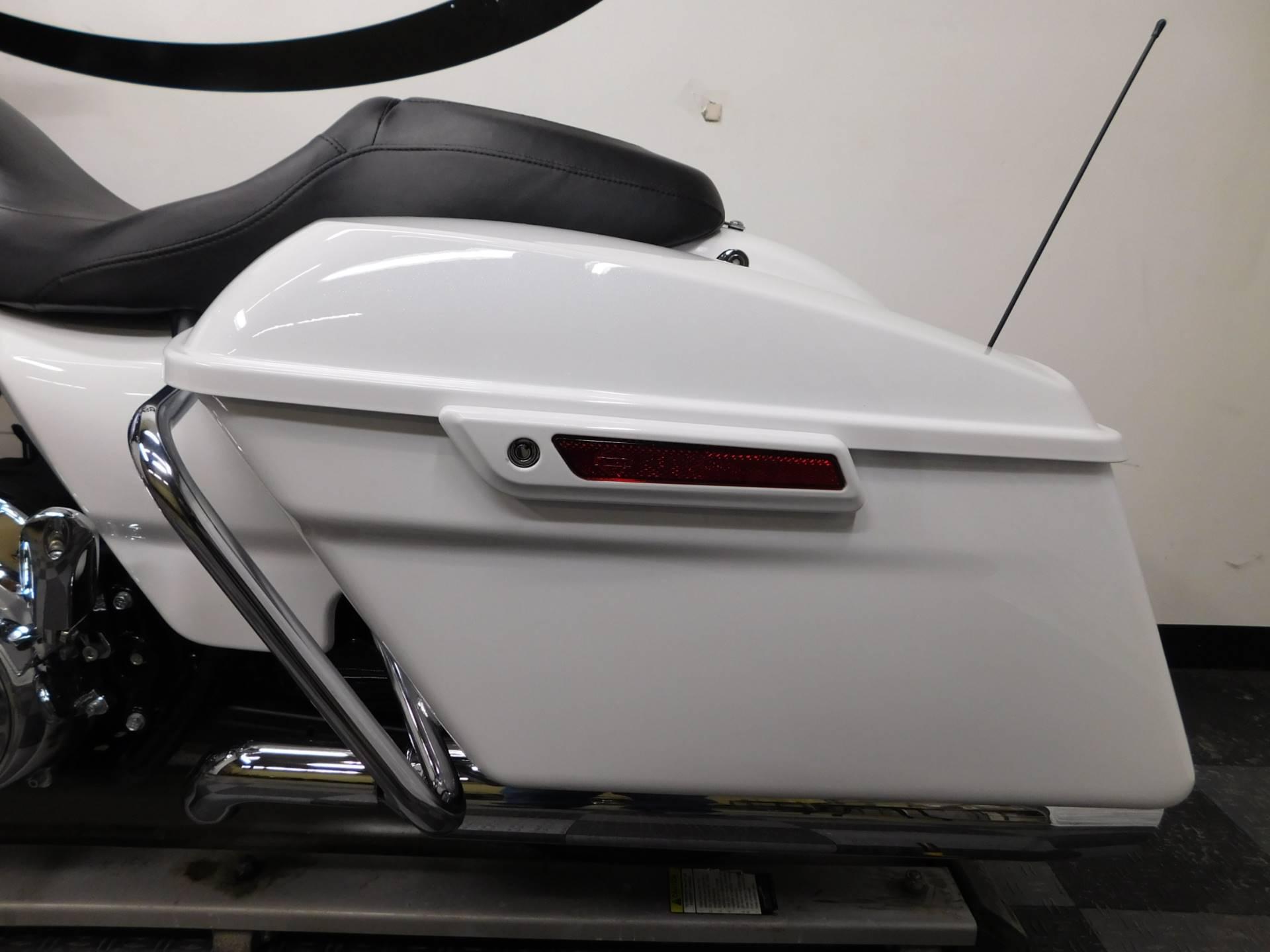 2017 Harley-Davidson Street Glide Special 11