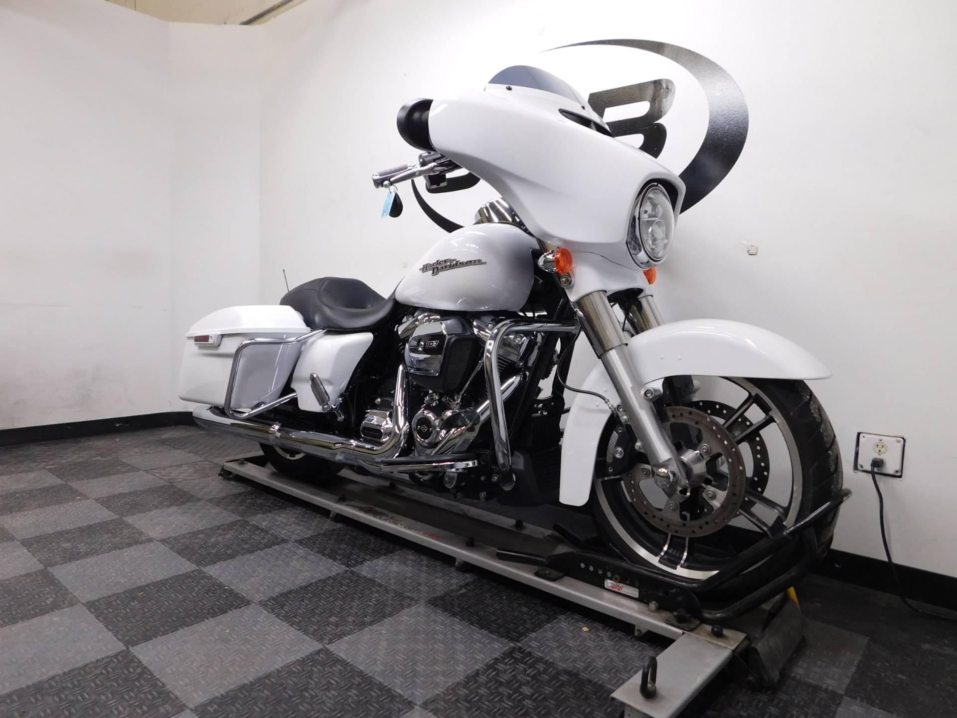 2017 Harley-Davidson Street Glide Special 2