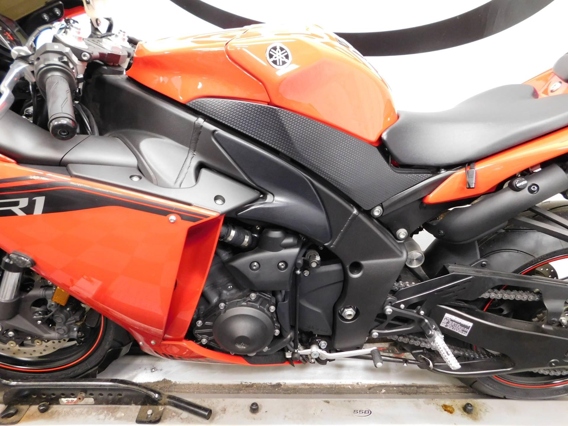 2014 Yamaha YZF-R1 10