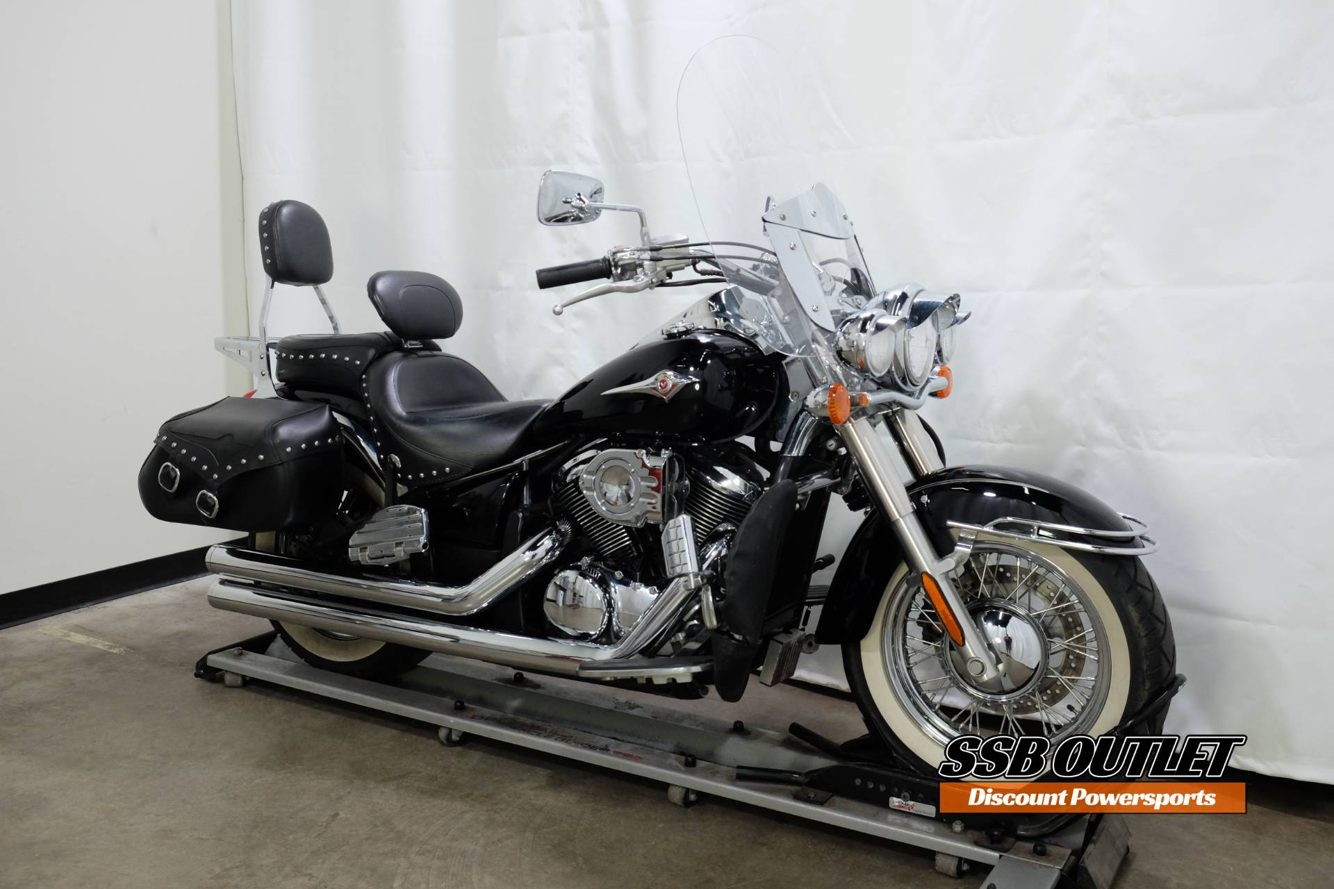 2007 Kawasaki Vulcan® 900 Classic in Eden Prairie, Minnesota - Photo 2