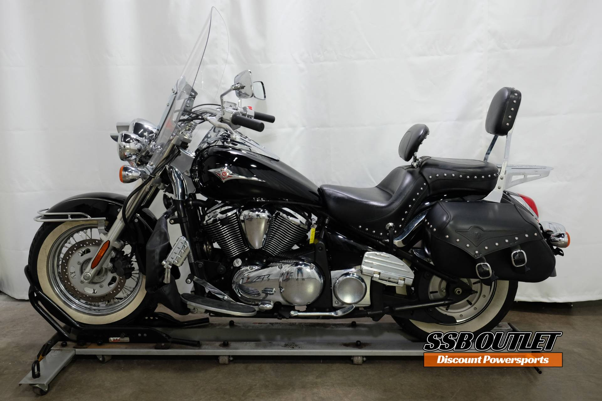 2007 Kawasaki Vulcan® 900 Classic in Eden Prairie, Minnesota - Photo 4