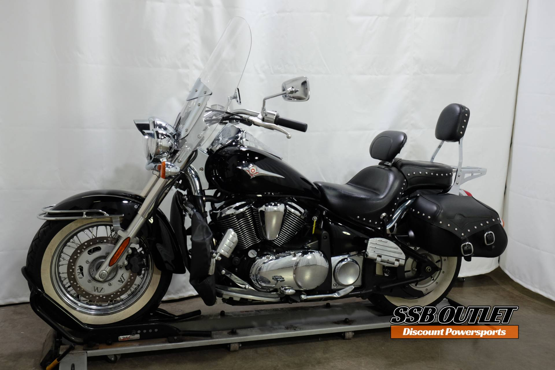 2007 Kawasaki Vulcan® 900 Classic in Eden Prairie, Minnesota - Photo 3