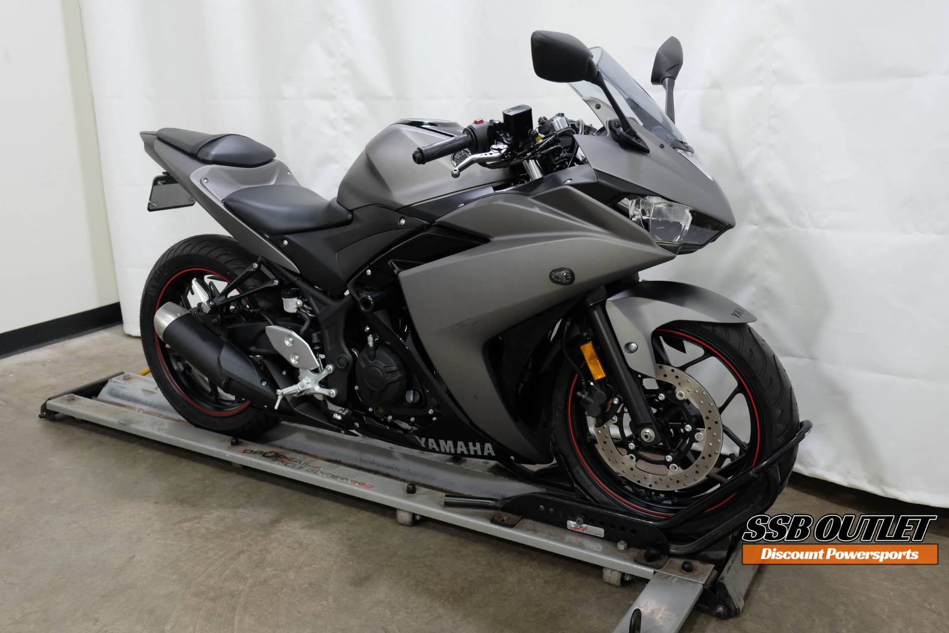 2016 Yamaha YZF-R3 in Eden Prairie, Minnesota - Photo 2