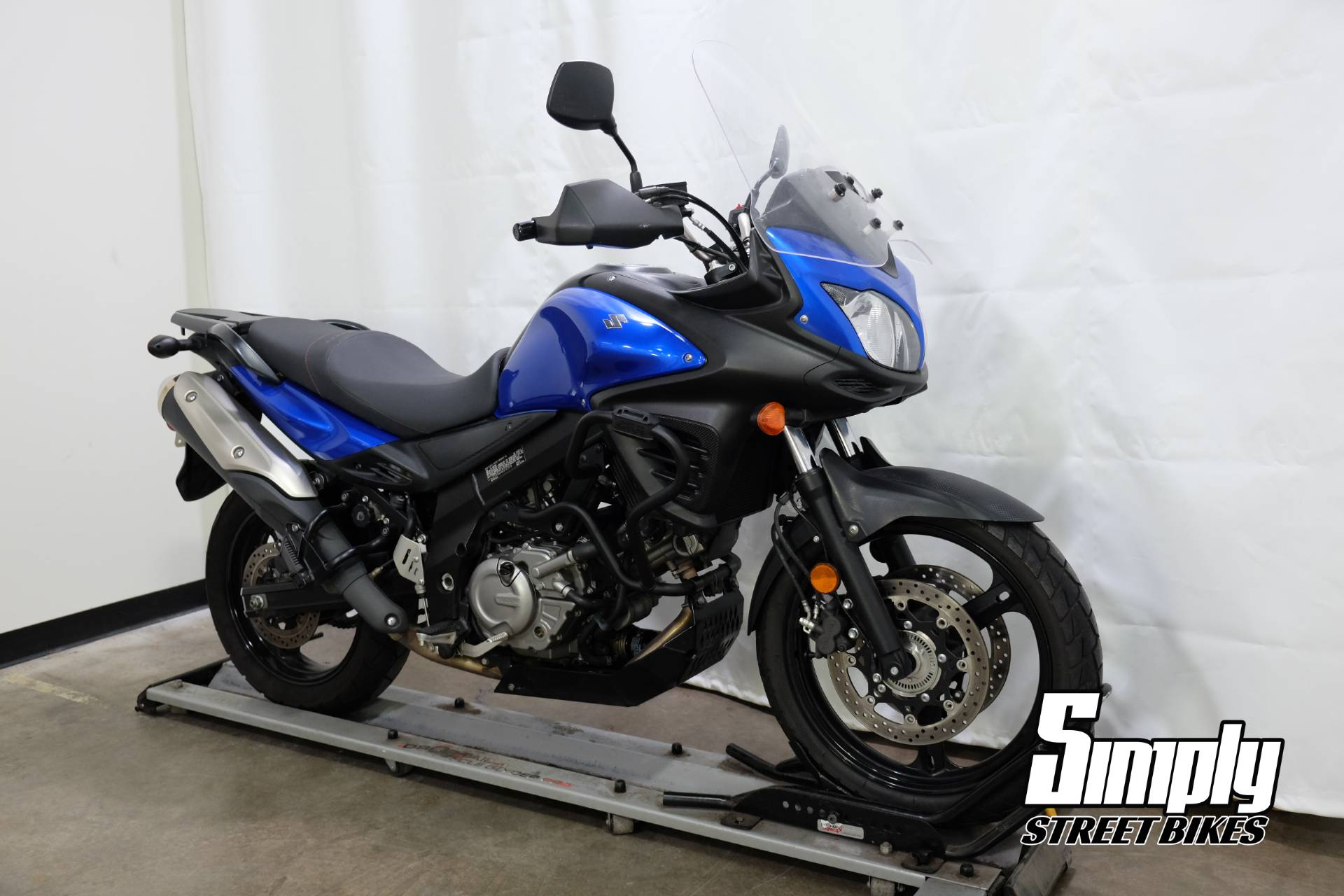 2013 Suzuki V-Strom 650 ABS in Eden Prairie, Minnesota - Photo 2
