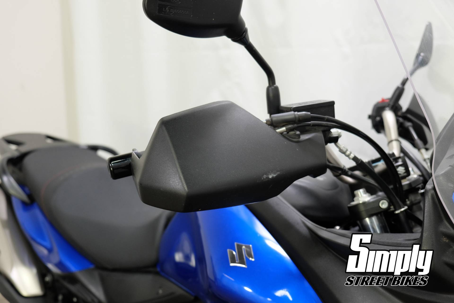2013 Suzuki V-Strom 650 ABS in Eden Prairie, Minnesota - Photo 18