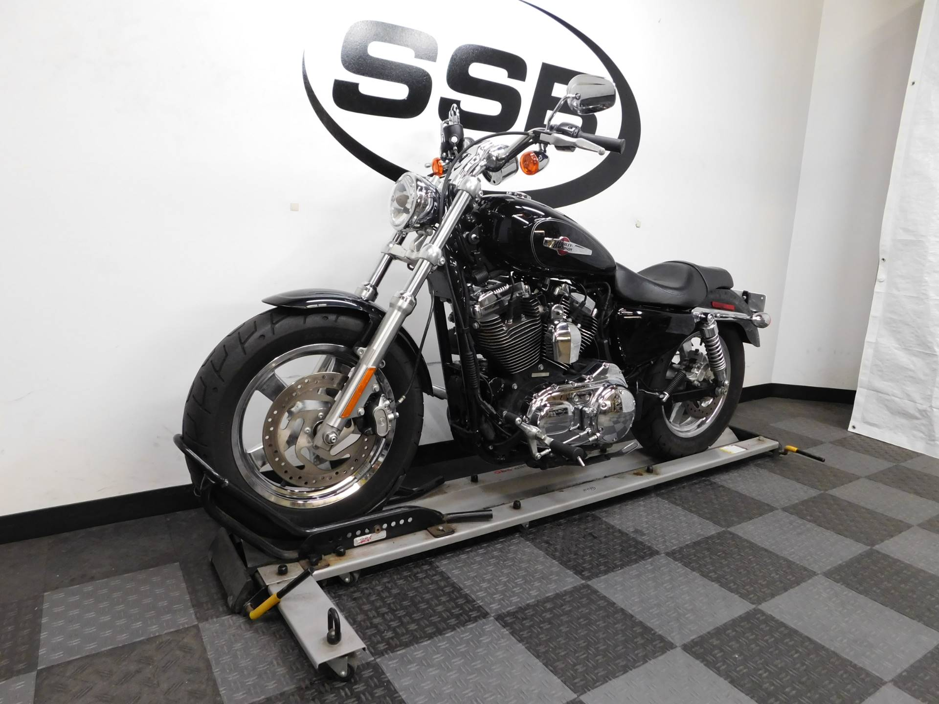 2014 Harley-Davidson 1200 Custom in Eden Prairie, Minnesota - Photo 4