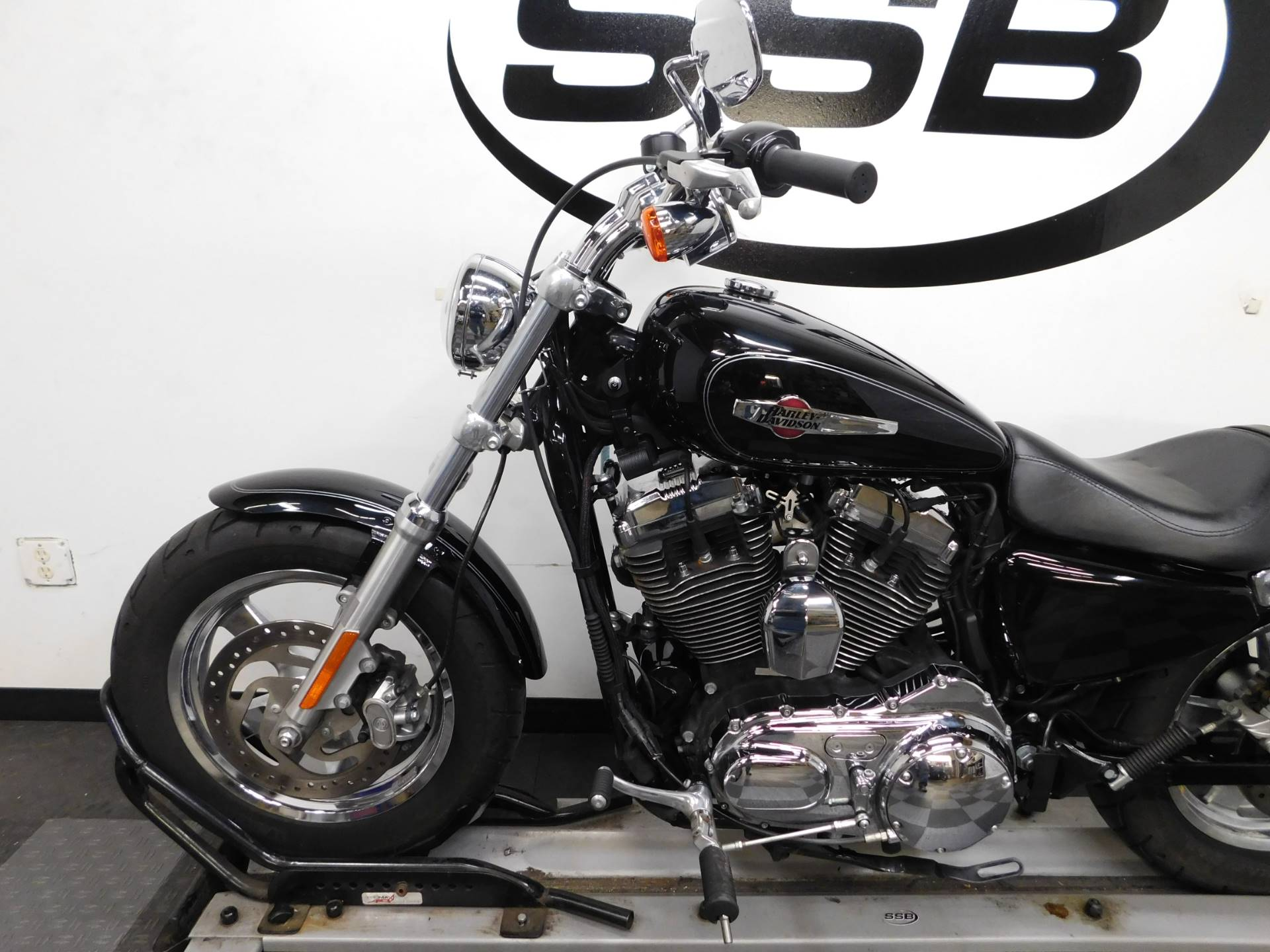 2014 Harley-Davidson 1200 Custom in Eden Prairie, Minnesota - Photo 9