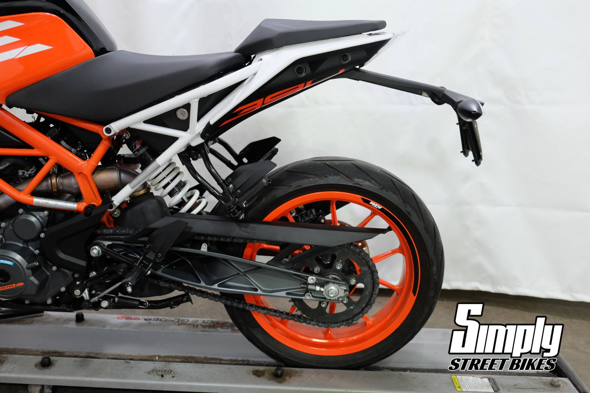 2017 KTM 390 Duke in Eden Prairie, Minnesota - Photo 11