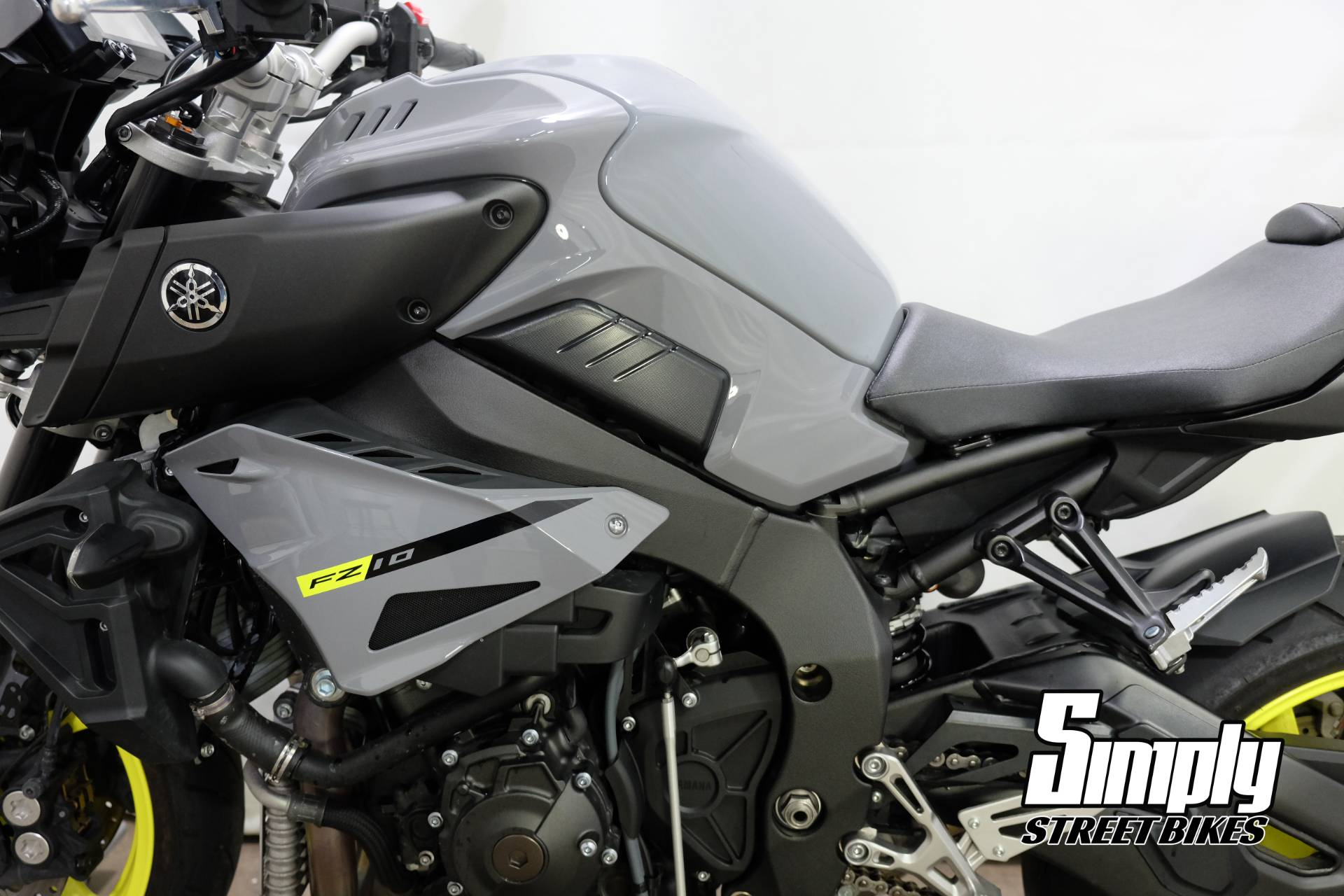 2017 Yamaha FZ-10 in Eden Prairie, Minnesota - Photo 38