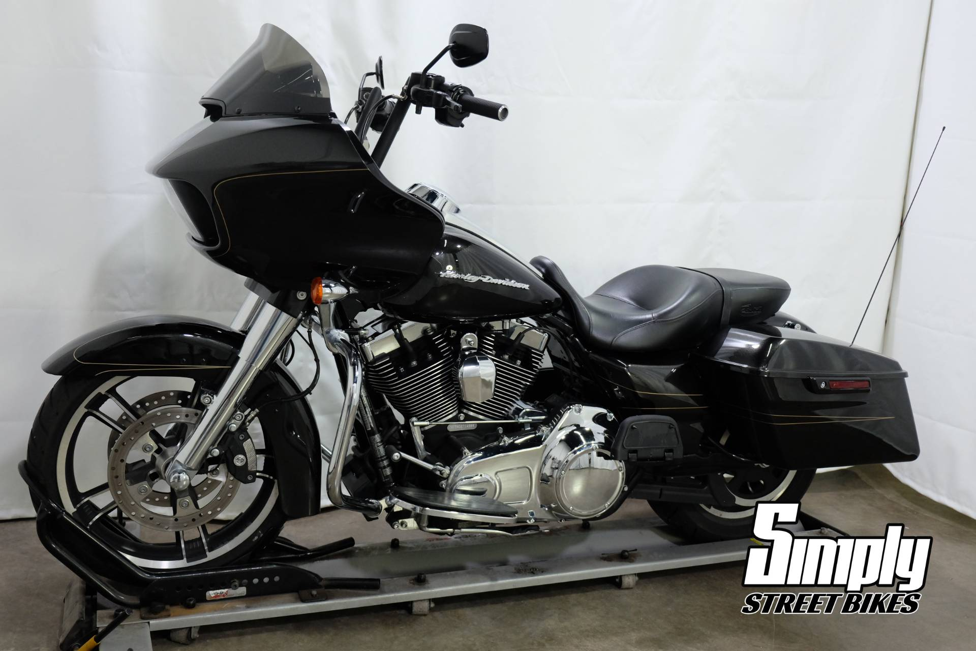 2016 Harley-Davidson Road Glide® Special in Eden Prairie, Minnesota - Photo 4