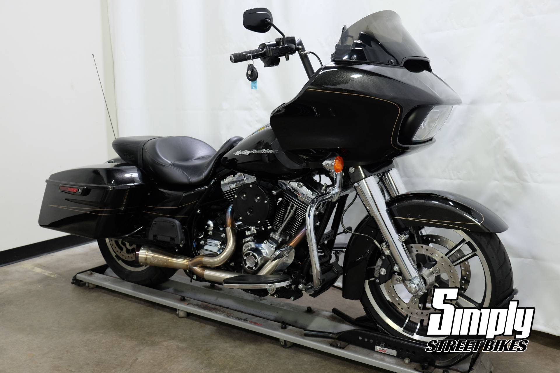 2016 Harley-Davidson Road Glide® Special in Eden Prairie, Minnesota - Photo 2