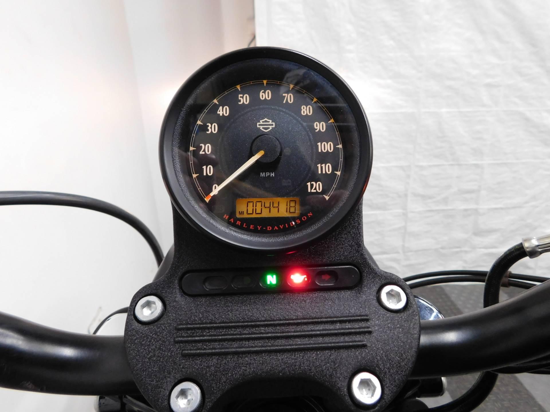2016 Harley-Davidson Iron 883™ in Eden Prairie, Minnesota