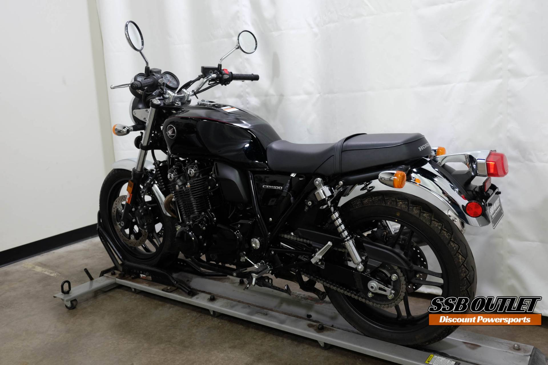 2014 Honda CB1100 in Eden Prairie, Minnesota - Photo 5