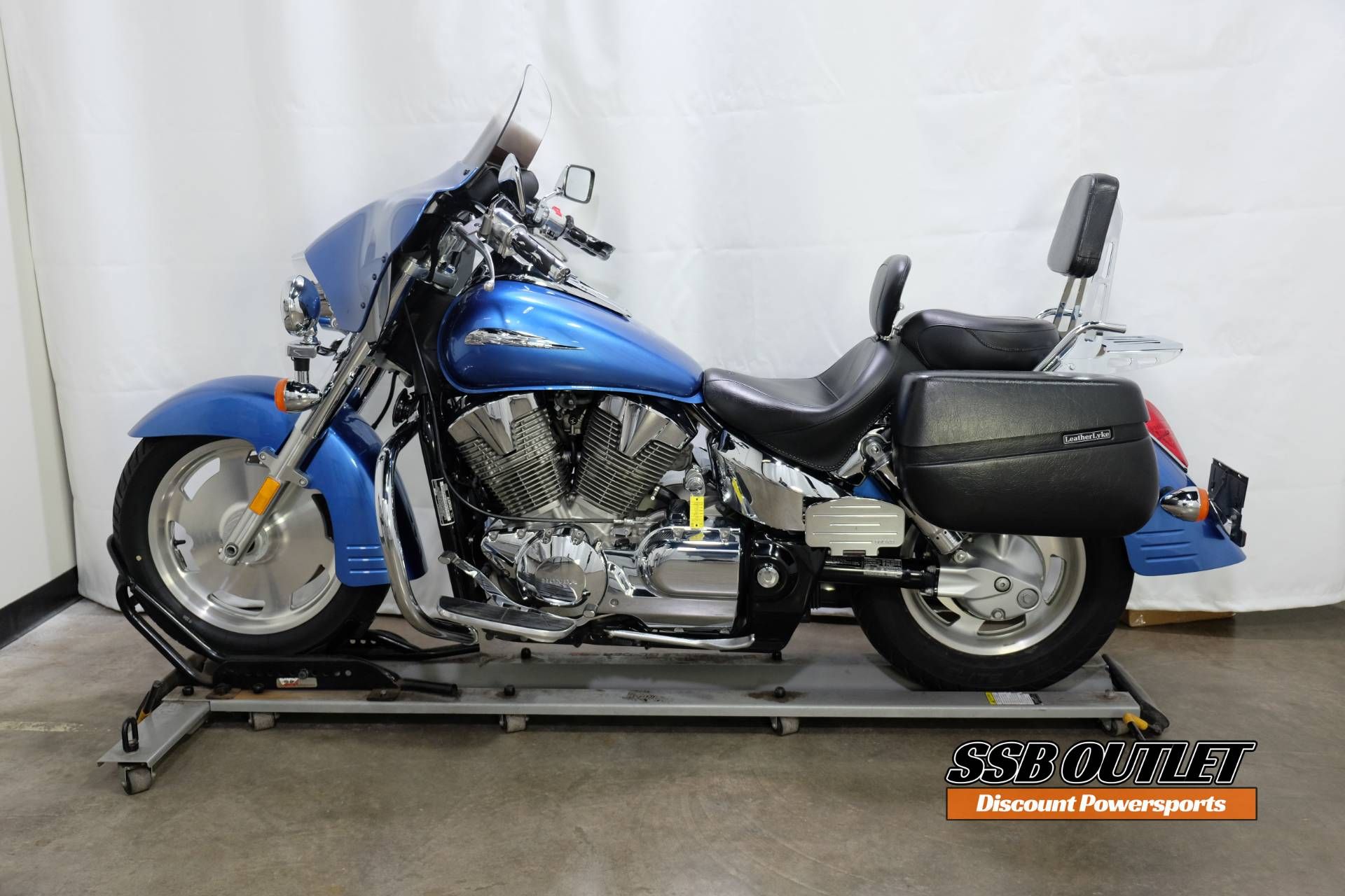 2007 Honda VTX™1300R in Eden Prairie, Minnesota - Photo 4