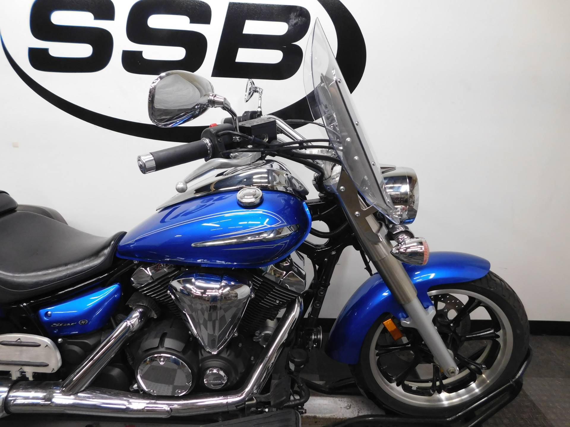 2012 Yamaha V Star 950 Tourer in Eden Prairie, Minnesota
