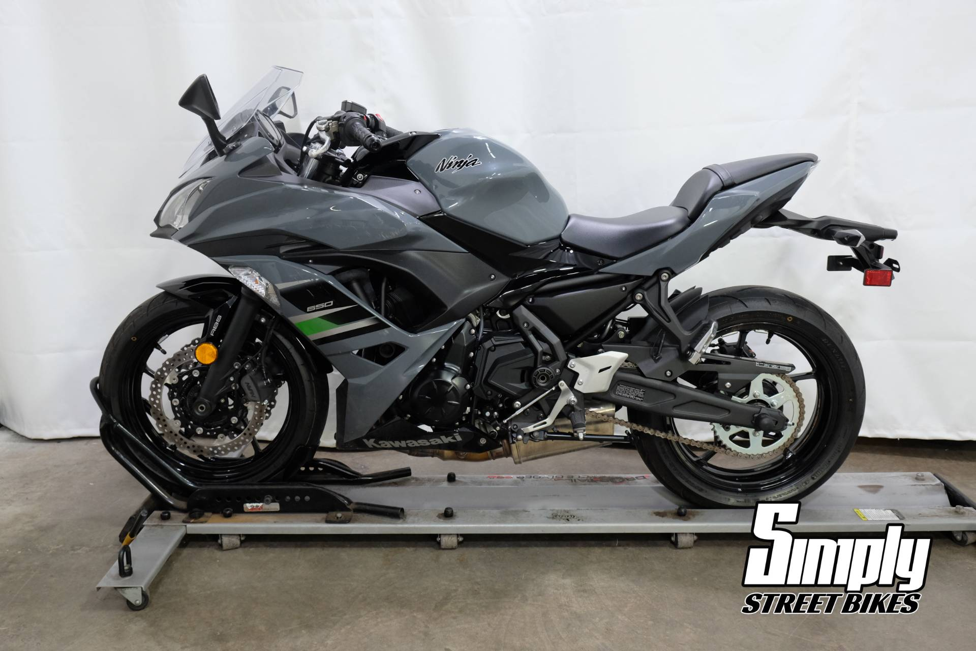 2018 Kawasaki Ninja 650 ABS in Eden Prairie, Minnesota - Photo 5