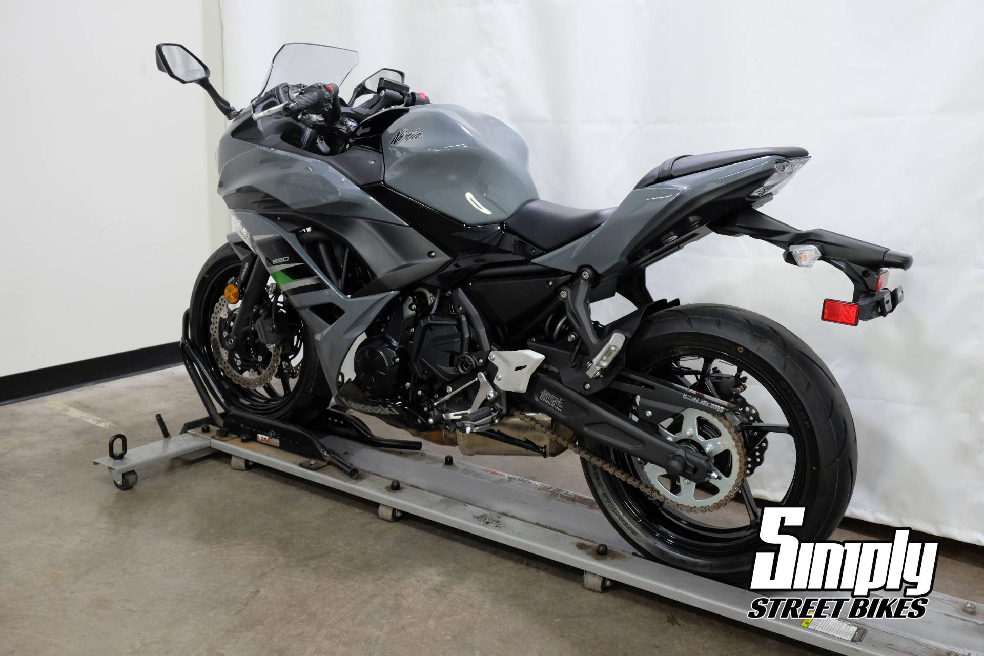 2018 Kawasaki Ninja 650 ABS in Eden Prairie, Minnesota - Photo 6