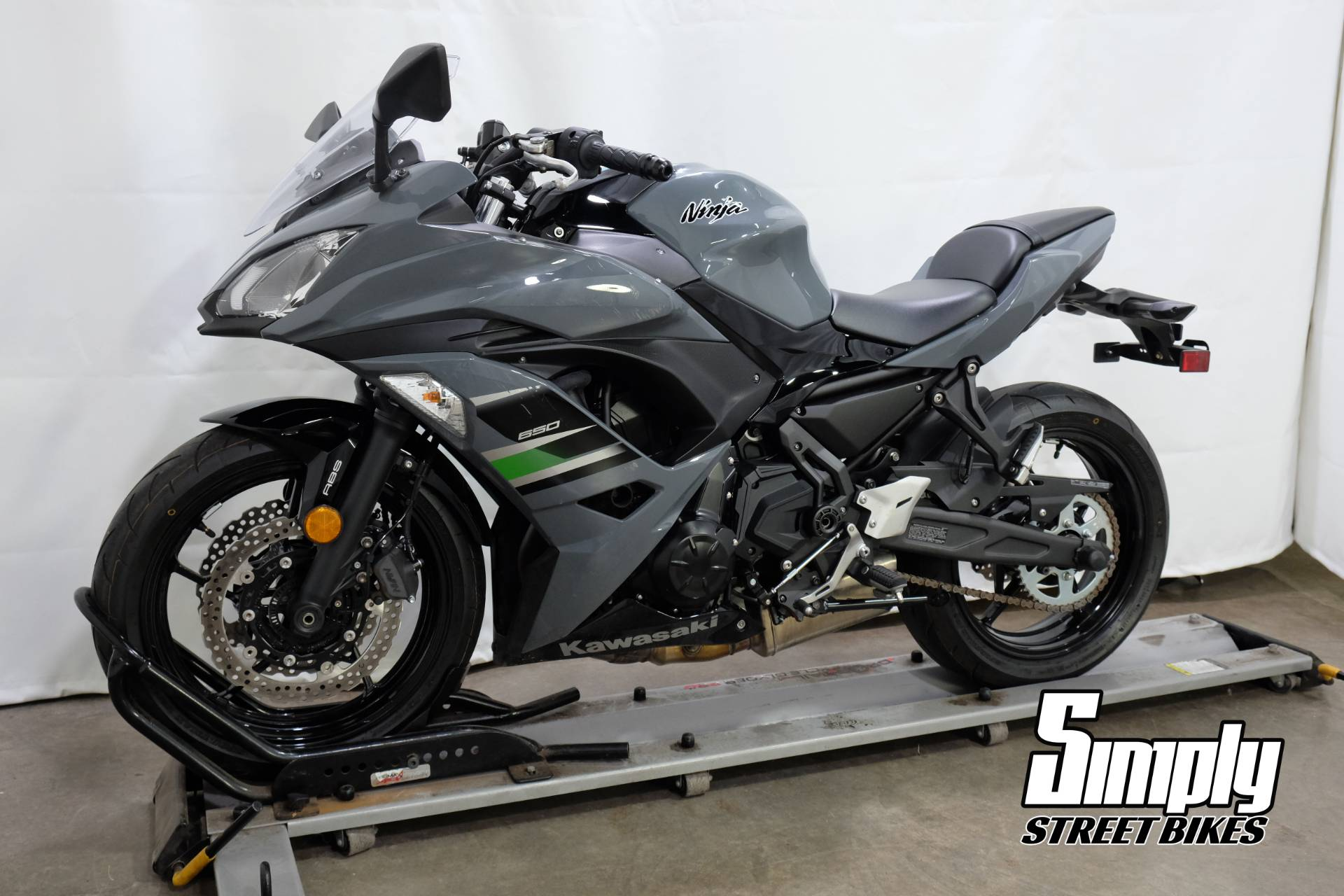 2018 Kawasaki Ninja 650 ABS in Eden Prairie, Minnesota - Photo 4