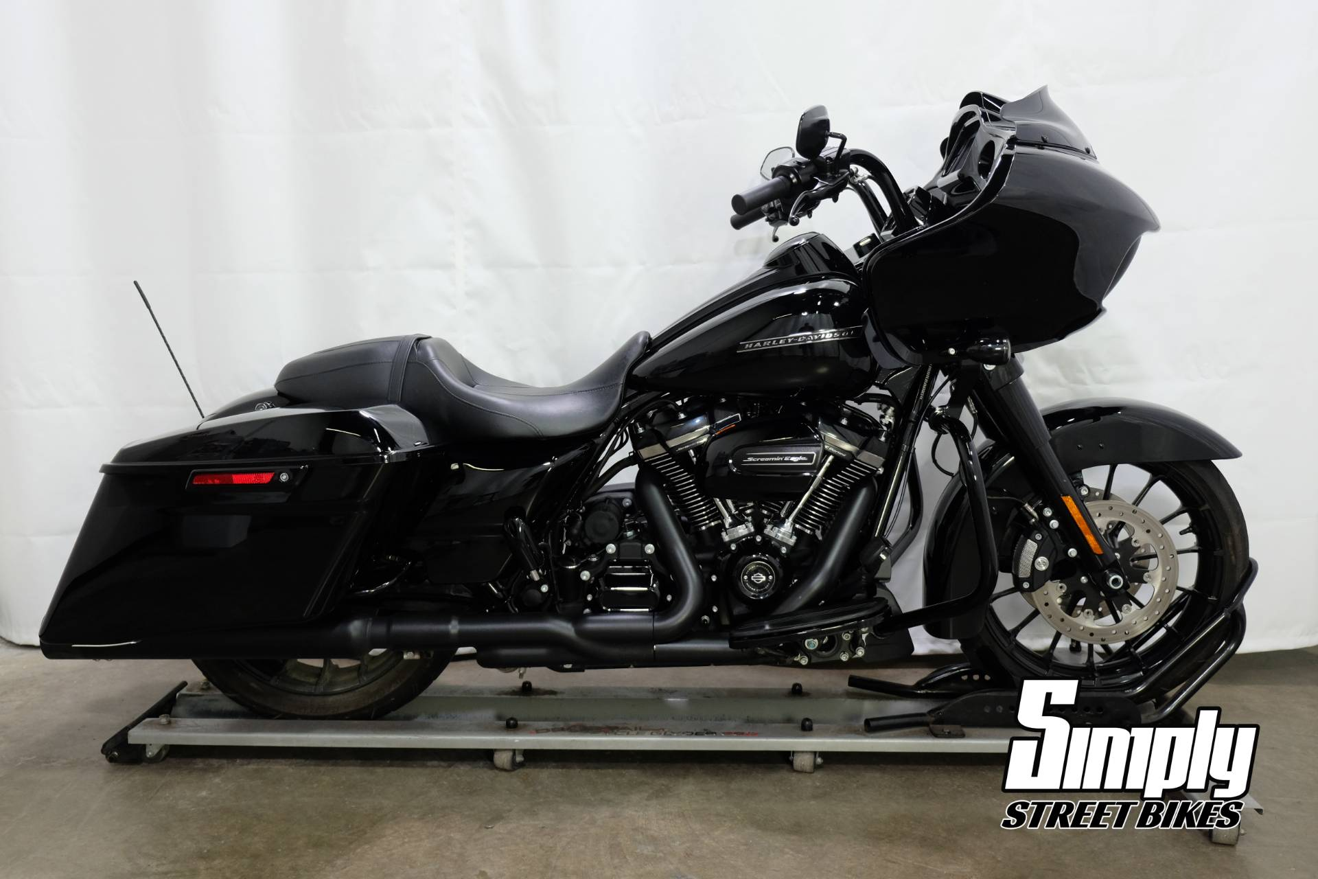 2018 Harley-Davidson Road Glide® Special in Eden Prairie, Minnesota - Photo 1