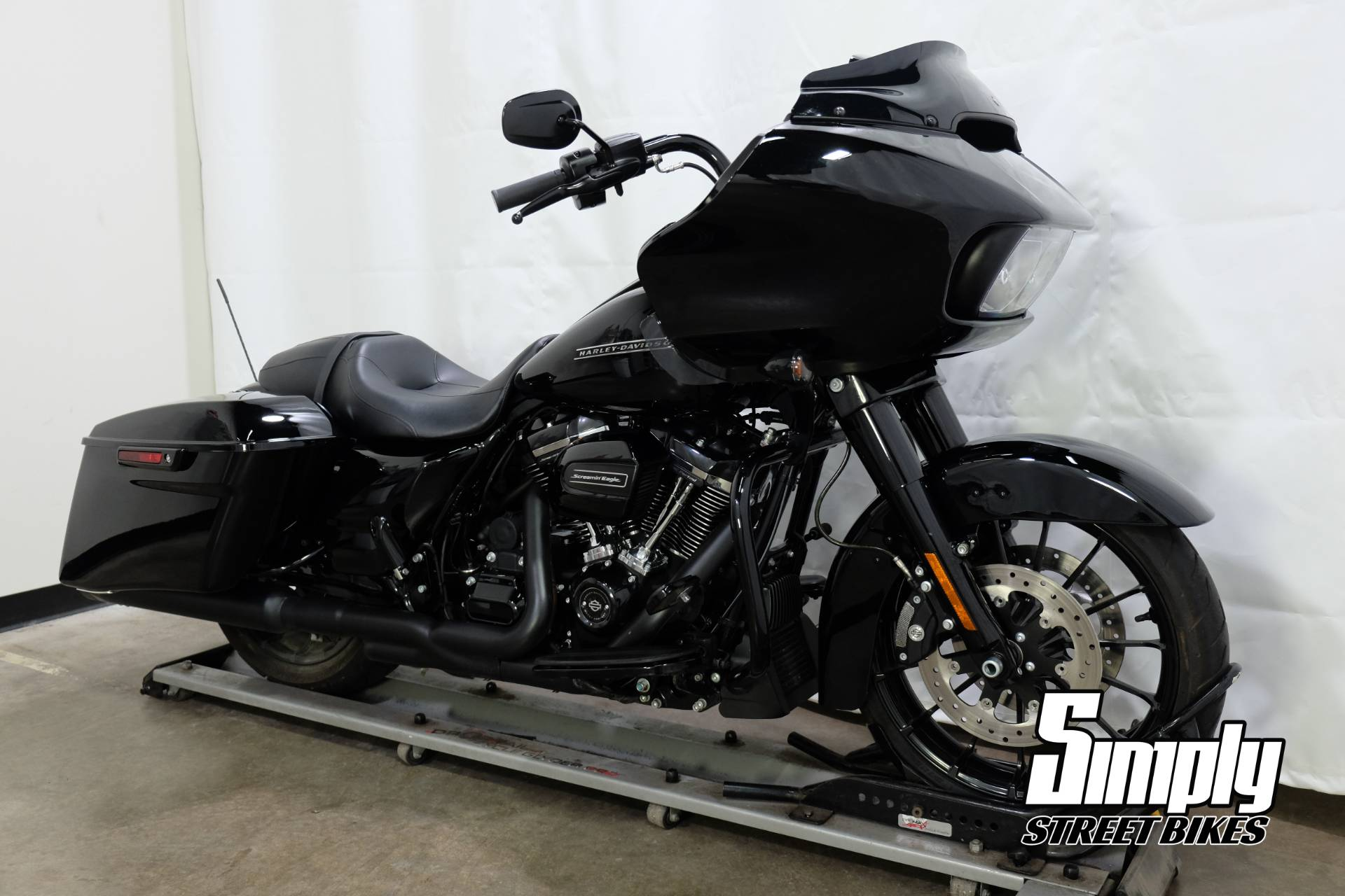 2018 Harley-Davidson Road Glide® Special in Eden Prairie, Minnesota - Photo 2