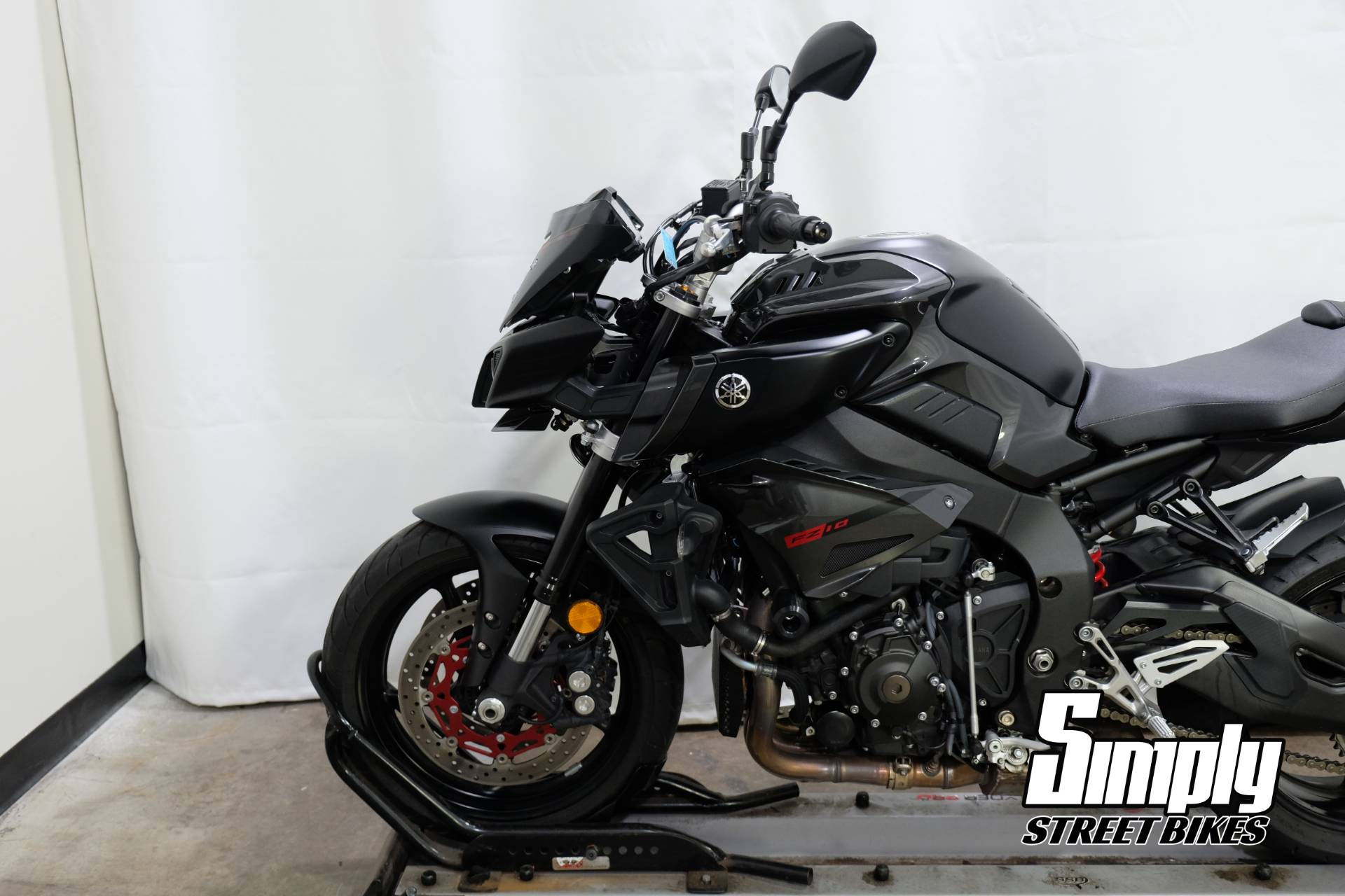 2017 Yamaha FZ-10 in Eden Prairie, Minnesota - Photo 29