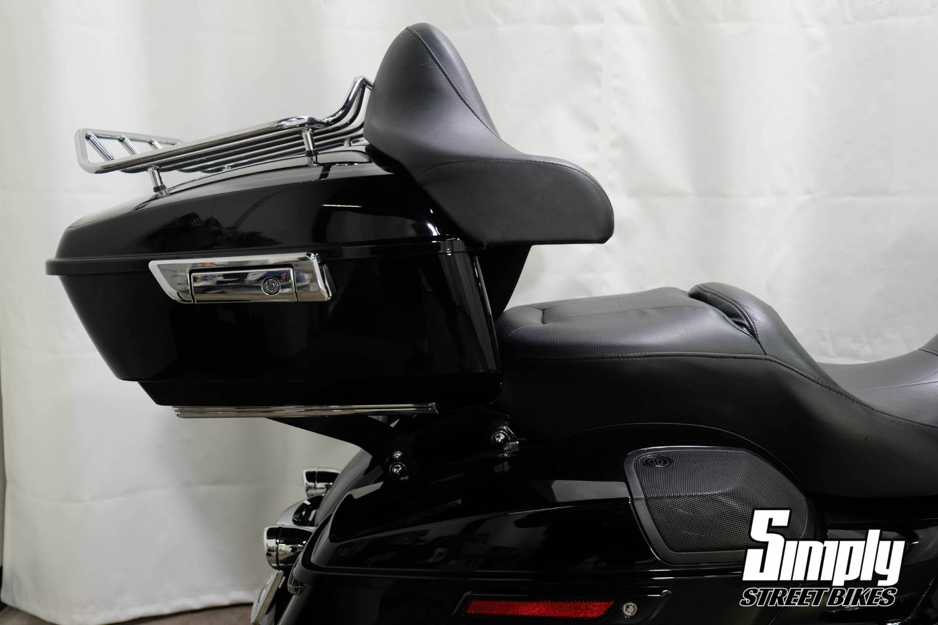 2017 Harley-Davidson Road Glide® Special in Eden Prairie, Minnesota - Photo 12