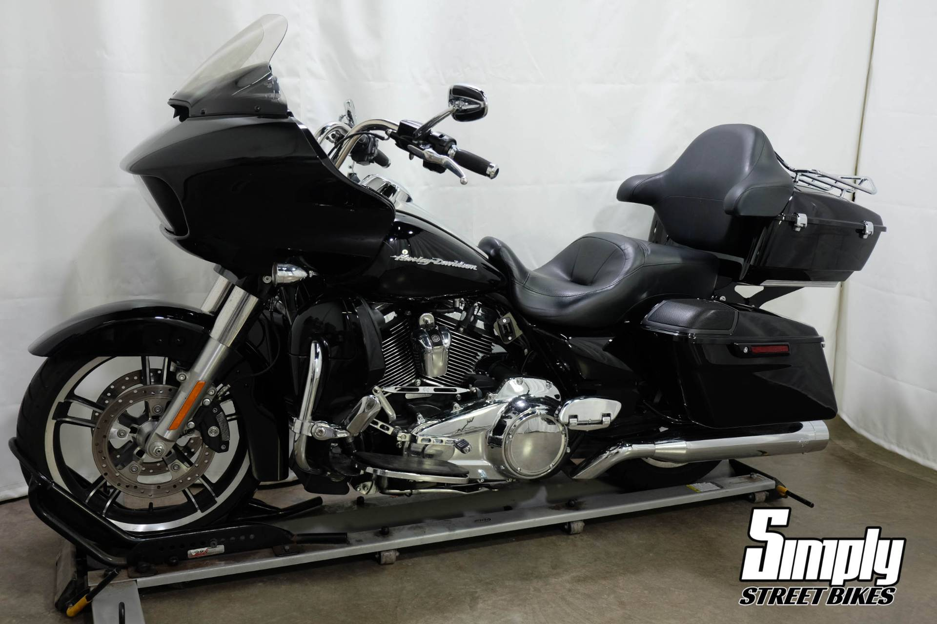 2017 Harley-Davidson Road Glide® Special in Eden Prairie, Minnesota - Photo 4