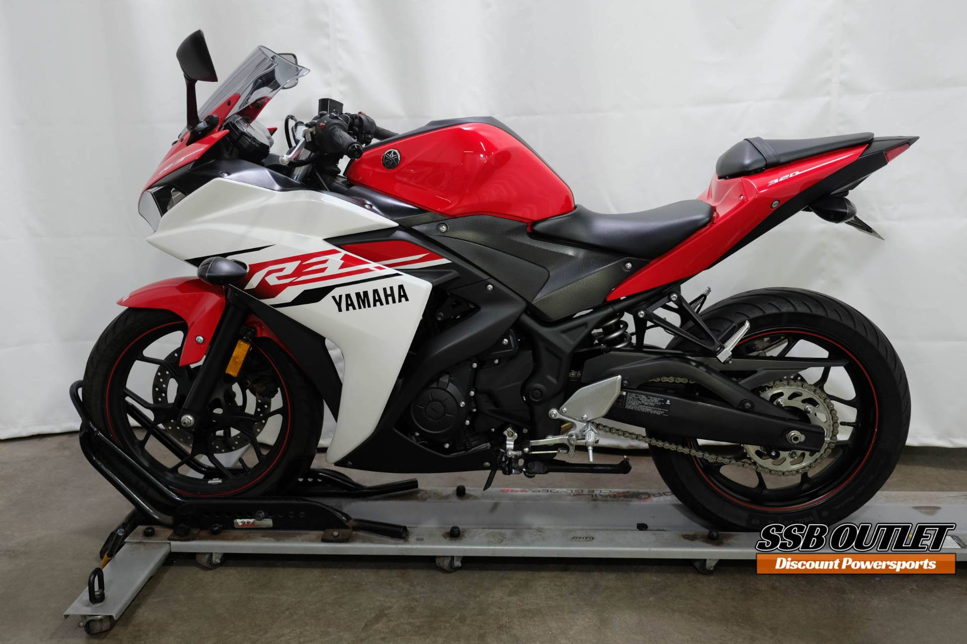 2015 Yamaha YZF-R3 in Eden Prairie, Minnesota - Photo 4