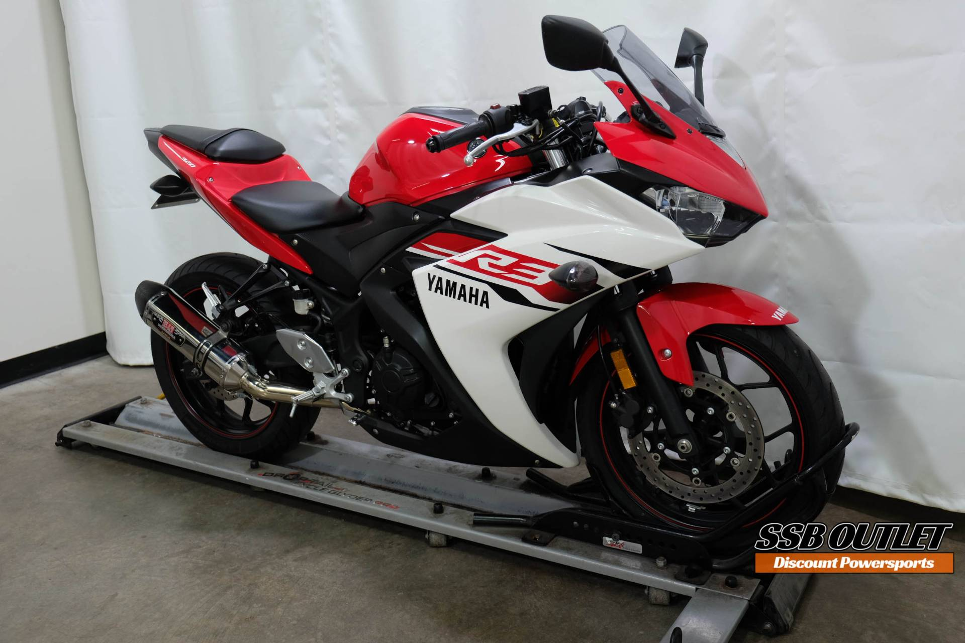 2015 Yamaha YZF-R3 in Eden Prairie, Minnesota - Photo 2