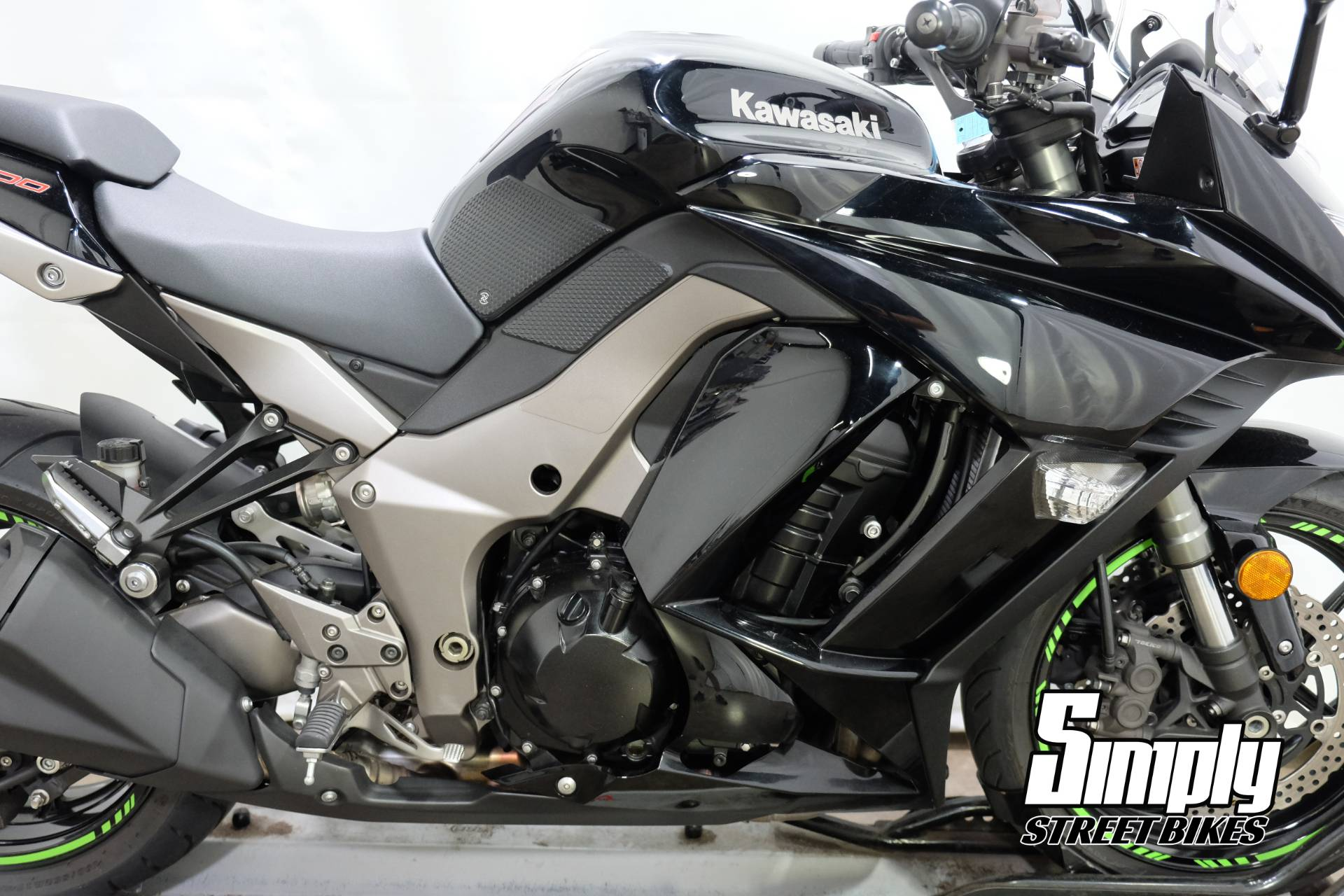 2011 Kawasaki Ninja® 1000 in Eden Prairie, Minnesota - Photo 16