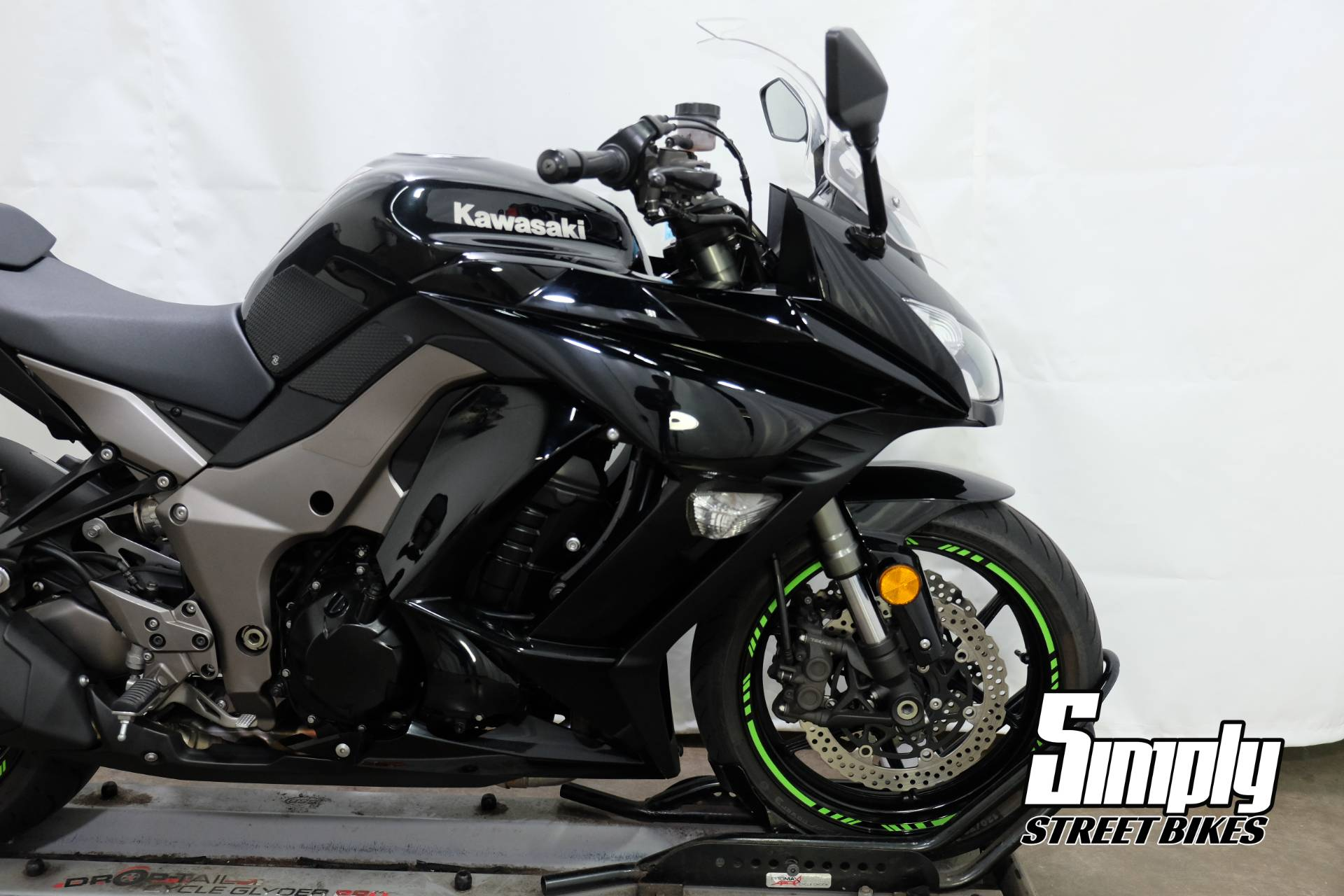 2011 Kawasaki Ninja® 1000 in Eden Prairie, Minnesota - Photo 17