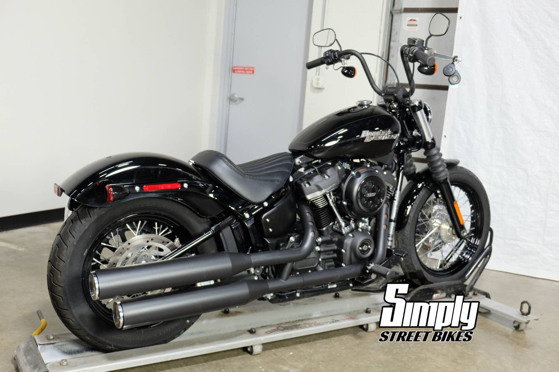 2018 Harley-Davidson Street Bob® 107 in Eden Prairie, Minnesota - Photo 8