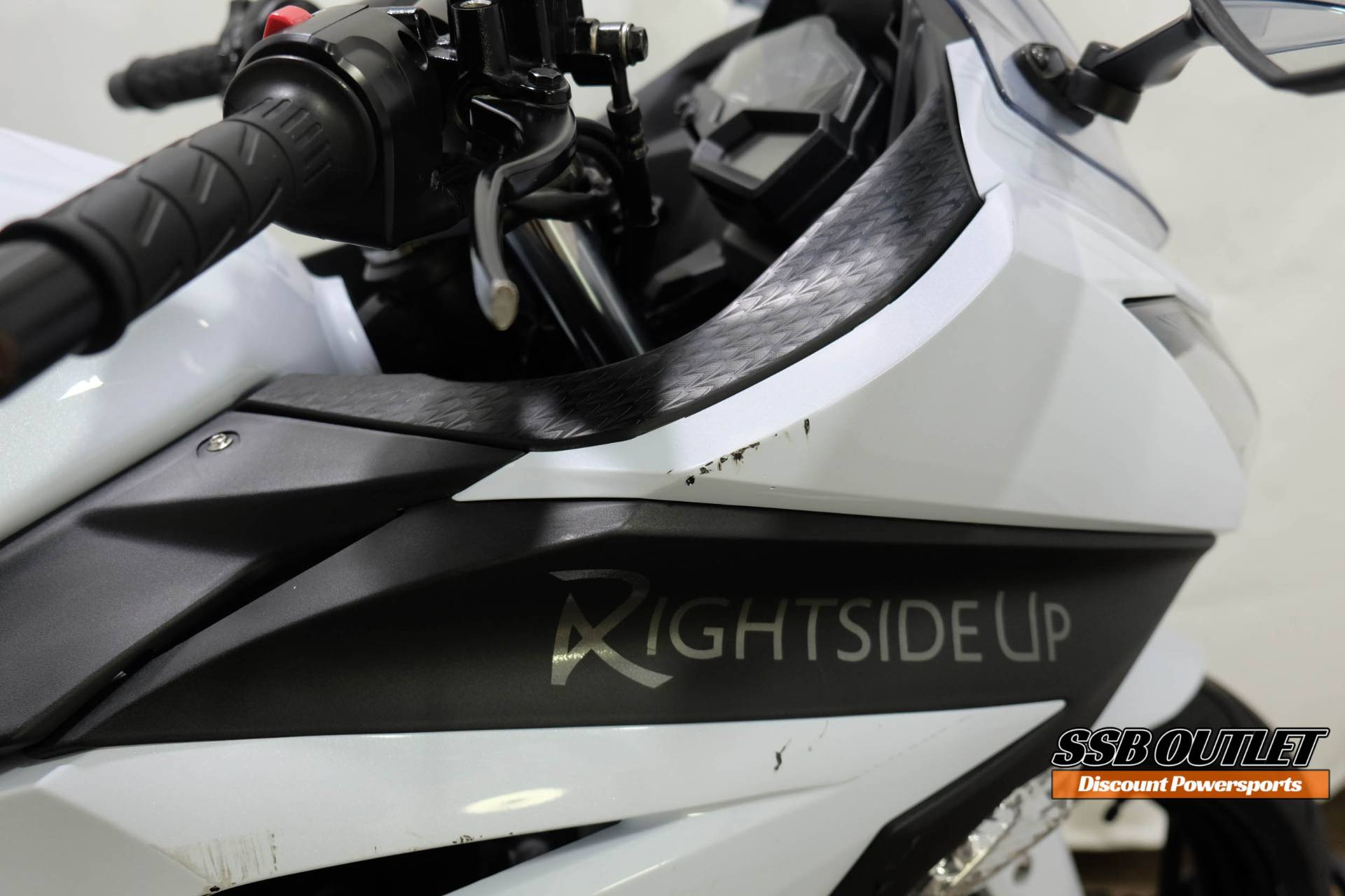 2015 Kawasaki Ninja® 300 SE in Eden Prairie, Minnesota - Photo 8