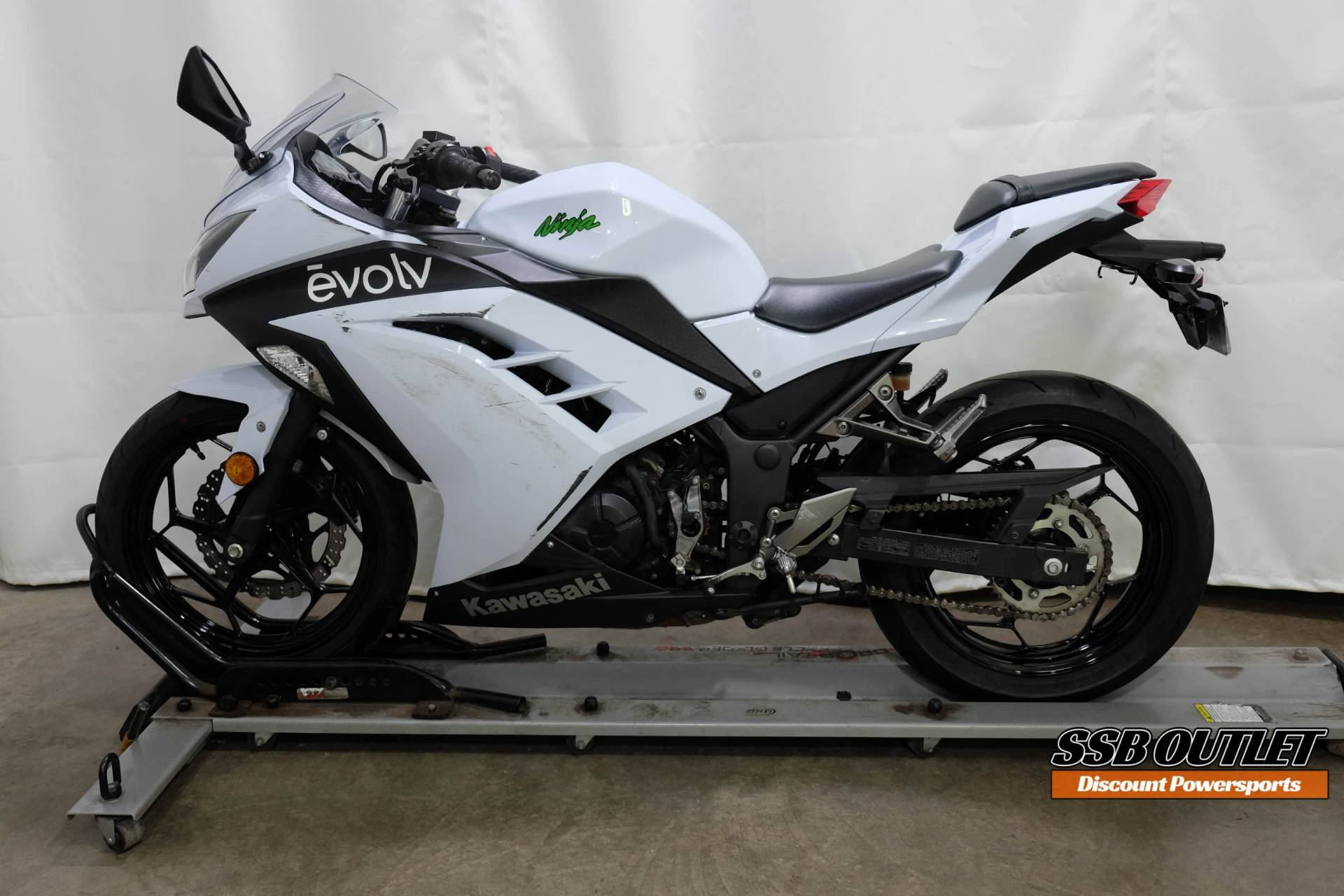 2015 Kawasaki Ninja® 300 SE in Eden Prairie, Minnesota - Photo 4