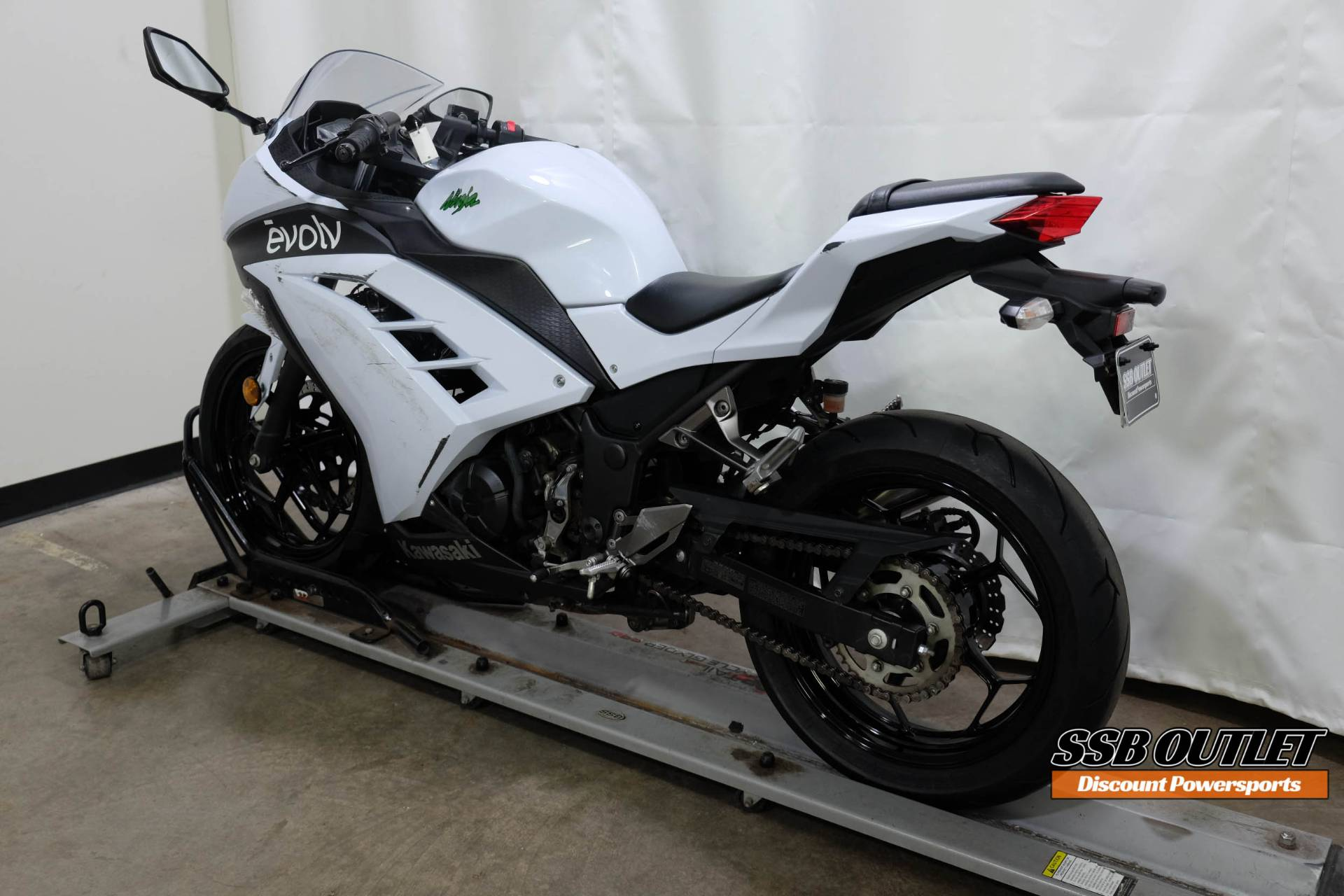 2015 Kawasaki Ninja® 300 SE in Eden Prairie, Minnesota - Photo 5
