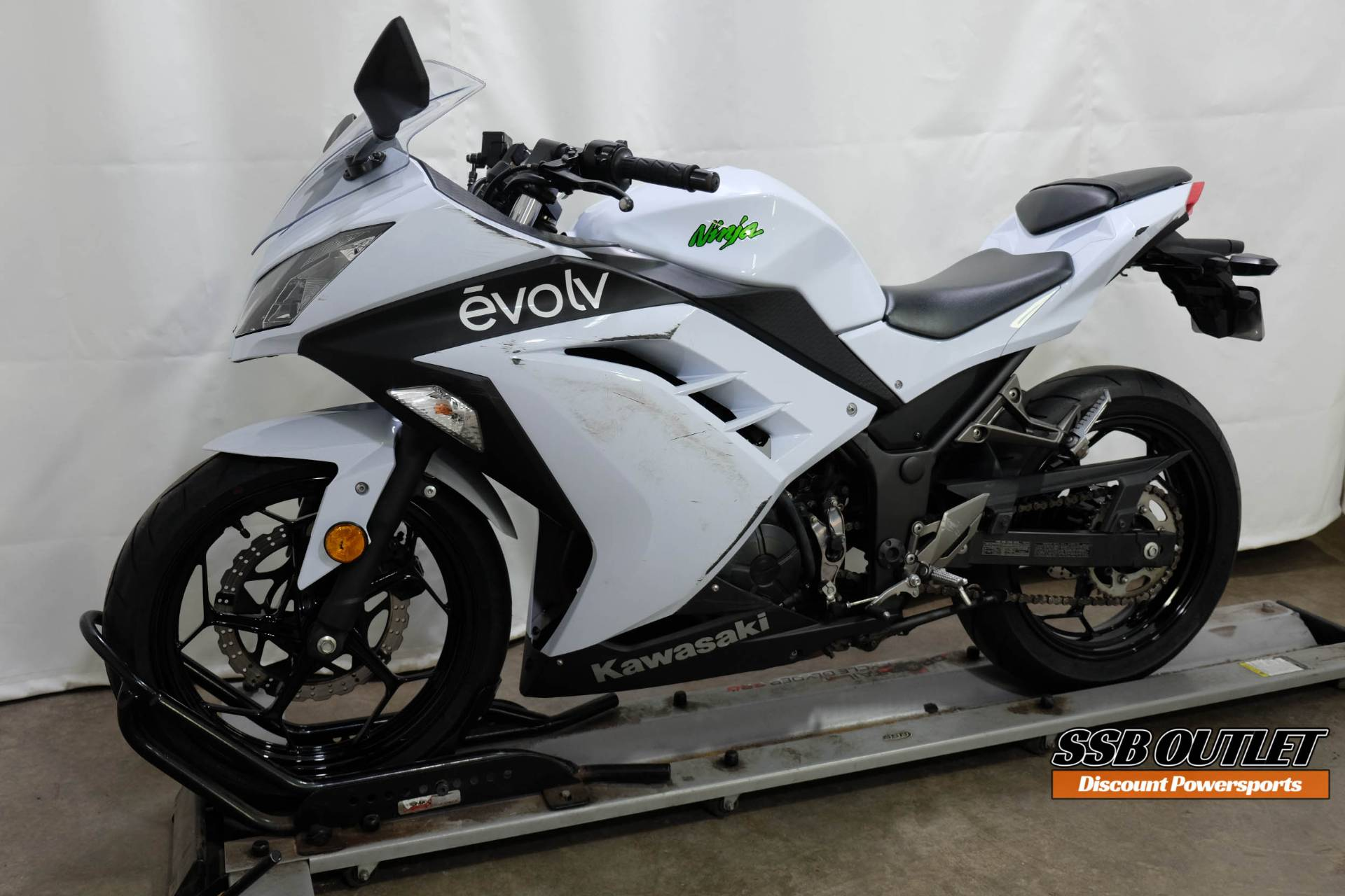 2015 Kawasaki Ninja® 300 SE in Eden Prairie, Minnesota - Photo 3