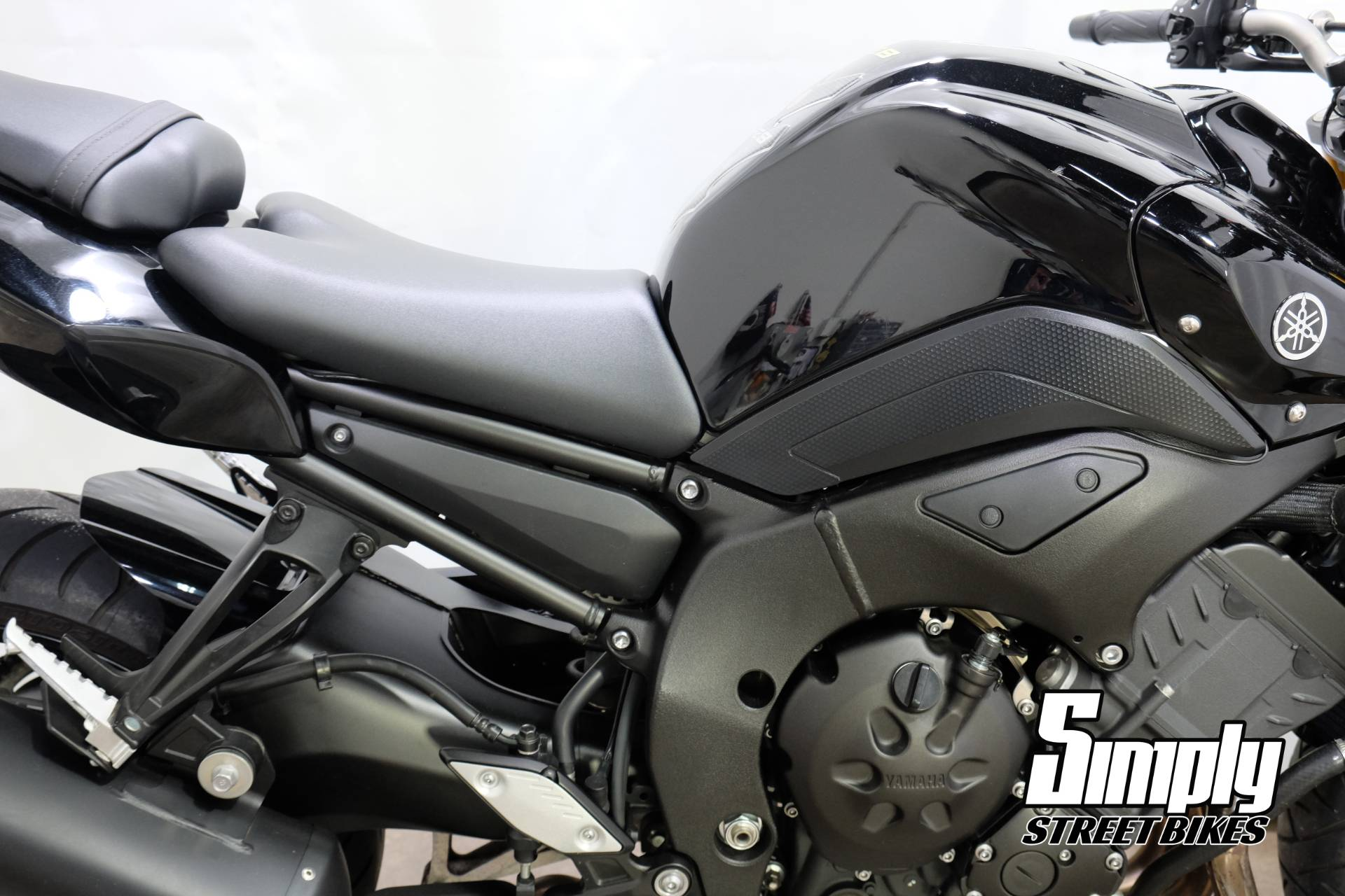 2011 Yamaha FZ8 in Eden Prairie, Minnesota - Photo 12